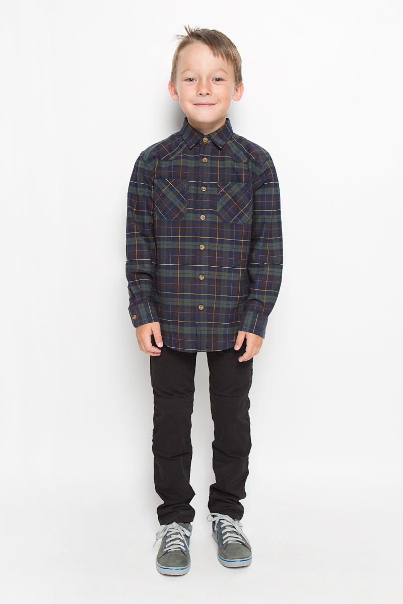 Рубашка для мальчика Sela, цвет: темно-зеленый, темно-синий. H-812/190-6322. Размер 122, 7 летH-812/190-6322Стильная рубашка для мальчика Sela, выполненная из натурального хлопка, сделает образ ребенка интересным и оригинальным. Материал мягкий и приятный на ощупь, не сковывает движения и позволяет коже дышать, обеспечивая комфорт.Рубашка с отложным воротником и длинными рукавами застегивается на пуговицы по всей длине. Манжеты рукавов также имеют застежки-пуговицы. На груди расположены накладные карманы. Спинка модели слегка удлинена. Изделие оформлено актуальным принтом в клетку. Современный дизайн, отличное качество и расцветка делают эту рубашку стильным предметом детской одежды. Обладатель такой рубашки всегда будет в центре внимания!