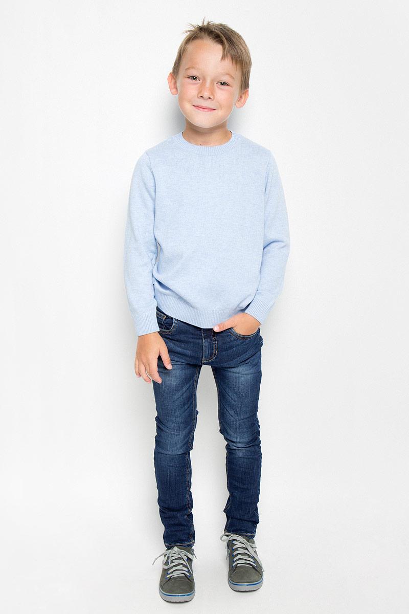 Джинсы для мальчика Tom Tailor, цвет: темно-синий. 6204655.00.82_1097. Размер 1106204655.00.82_1097Стильные джинсы Tom Tailor станут отличным дополнением к гардеробу вашего мальчика. Изготовленные из хлопка с добавлением эластана, они необычайно мягкие и приятные на ощупь, не сковывают движения и позволяют коже дышать, не раздражают даже самую нежную и чувствительную кожу ребенка, обеспечивая наибольший комфорт.Джинсы-скинни застегиваются на металлический крючок в поясе и ширинку на застежке-молнии. С внутренней стороны пояс дополнен регулируемой эластичной резинкой, которая позволяет подогнать модель по фигуре. На поясе предусмотрены шлевки для ремня. Джинсы имеют классический пятикарманный крой: спереди модель оформлена двумя втачными карманами и одним маленьким накладным кармашком, а сзади - двумя накладными карманами. Модель оформлена контрастной прострочкой, перманентными складками и эффектом потертости.Современный дизайн и расцветка делают эти джинсы модным и стильным предметом детского гардероба. В них вам мальчик будет чувствовать себя уютно и комфортно, и всегда будет в центре внимания!