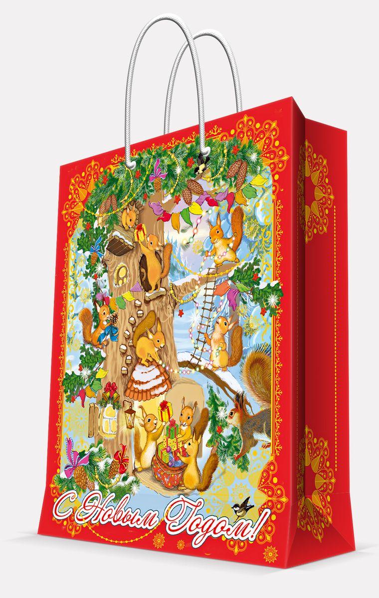 """Подарочный пакет Magic Time """"Белочки"""", изготовленный из плотной бумаги, станет  незаменимым дополнением к выбранному подарку. Пакет выполнен с глянцевой  ламинацией, что придает ему прочность, а  изображению - яркость и насыщенность цветов. Для удобной переноски на пакете имеются  две ручки из шнурков. Подарок, преподнесенный в оригинальной упаковке, всегда будет самым  эффектным и запоминающимся. Окружите близких людей вниманием и заботой,  вручив презент в нарядном, праздничном оформлении. Плотность бумаги: 140 г/м2.    УВАЖАЕМЫЕ КЛИЕНТЫ!   Обращаем ваше внимание на возможные изменения цвета ручек изделия. Поставка осуществляется в  зависимости от наличия на складе."""