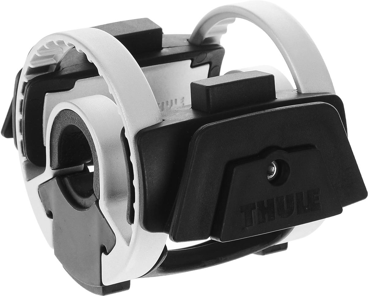 Держатель универсальный Thule Handlebar, для сумок-чехлов, на велосипедный руль100037Держатель Thule Handlebar — это запатентованная система для установки аксессуаров на руль велосипеда. Установка и снятие сумок и аксессуаров производитеся с помощью однократного нажатия. Изготавливается из высококачественного металла и пластика, совместим с любыми типами велосипедов.