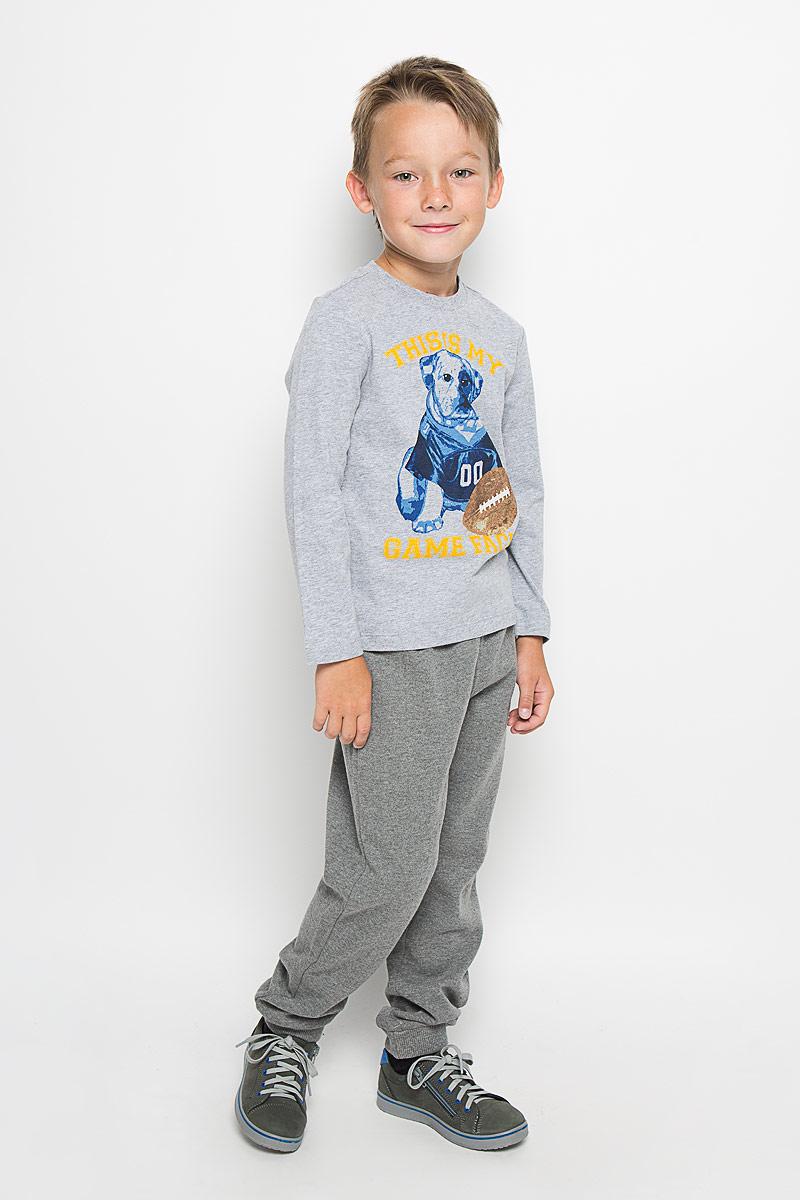 Лонгслив для мальчика Sela, цвет: серый. T-711/504-6333. Размер 104, 4 годаT-711/504-6333Стильный лонгслив для мальчика Sela идеально подойдет вашему ребенку. Изготовленный из натурального хлопка, он необычайно мягкий и приятный на ощупь, не сковывает движения и позволяет коже дышать, не раздражает даже самую нежную и чувствительную кожу ребенка, обеспечивая ему наибольший комфорт. Лонгслив с круглым вырезом горловины спереди оформлен оригинальным фотопринтом с изображением собаки, а также принтовыми надписями This is mi Game Face. Вырез горловины дополнен трикотажной эластичной резинкой.Оригинальный современный дизайн и расцветка делают этот лонгслив модным и стильным предметом детского гардероба. В нем ваш маленький мужчина будет чувствовать себя уютно и комфортно, и всегда будет в центре внимания!