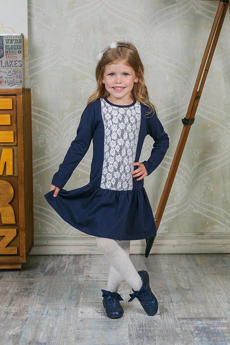 Платье для девочки Sweet Berry, цвет: темно-синий. 205521. Размер 98, 3 года205521Платье для девочки Sweet Berry выполнено из эластичного хлопка. Материал изделия мягкий и тактильно приятный, не стесняет движений и позволяет коже дышать. Платье с круглым вырезом горловины и длинными рукавами-фонариками застегивается сзади на три кнопки. От заниженной линии талии заложены мелкие складочки. Модель украшена спереди кружевной вставкой. Дизайн и расцветка делают это платье оригинальным и модным предметом детской одежды. Маленькая принцесса в нем всегда будет в центре внимания!