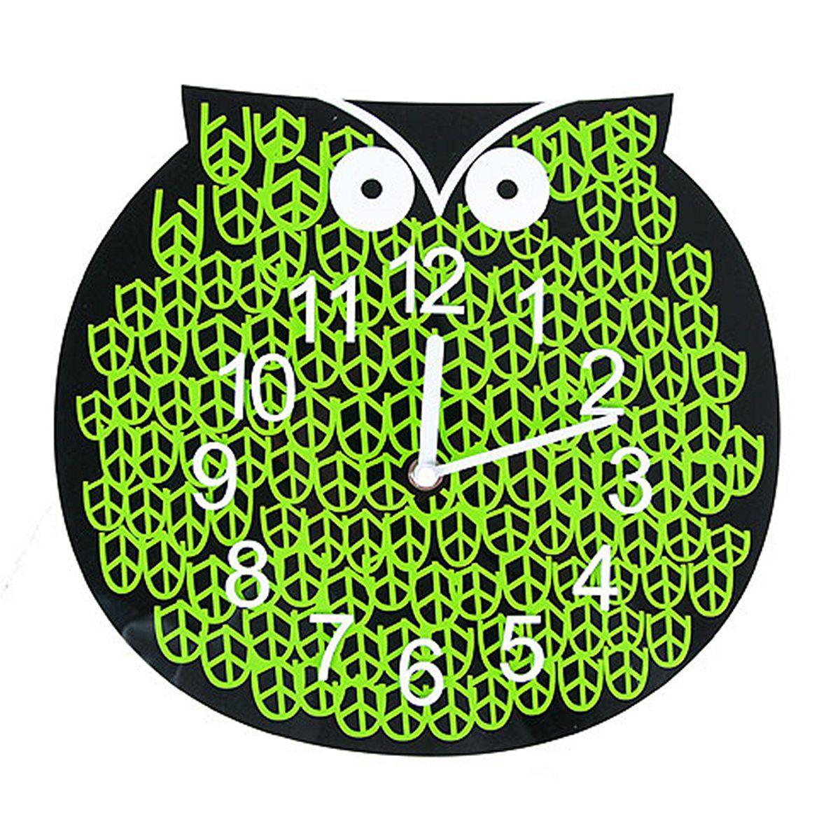 Часы настенные Русские Подарки, диаметр 30 см. 122417122417Настенные кварцевые часы Русские Подарки изготовлены из полиамида. Корпус оформлен изображением совы. Часы имеют две стрелки - часовую и минутную. С обратной стороны имеется петелька для подвешивания на стену. Такие часы красиво и оригинально оформят интерьер дома или офиса. Также часы могут стать уникальным, полезным подарком для родственников, коллег, знакомых и близких.Часы работают от батареек типа АА (в комплект не входят).