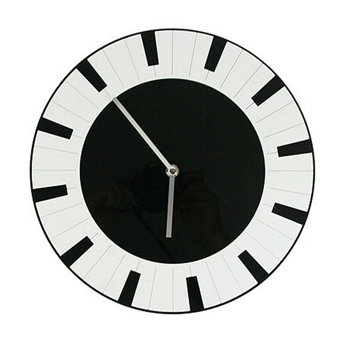 Часы настенные Русские Подарки, диаметр 30 см. 122419122419Настенные кварцевые часы Русские Подарки изготовлены из полиамида. Часы имеют две стрелки - часовую и минутную. С обратной стороны имеетсяпетелька для подвешивания на стену.Изящные часы красиво и оригинально оформят интерьер дома или офиса. Также часы могут стать уникальным, полезным подарком для родственников, коллег, знакомых и близких.Часы работают от батареек типа АА (в комплект не входят).