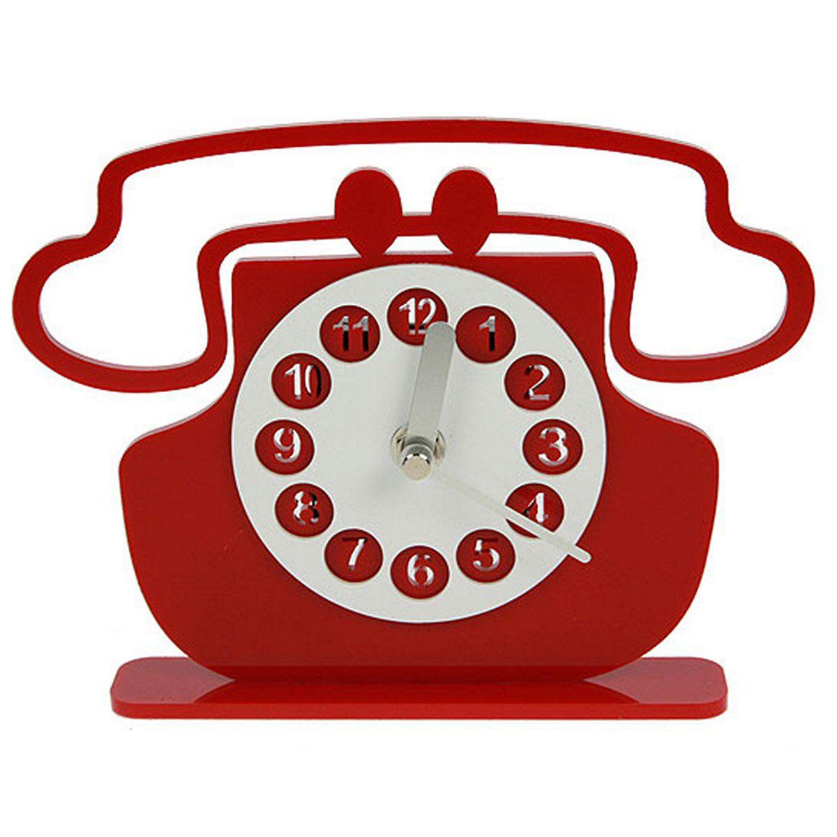 Часы настольные Русские Подарки Телефон, 20 х 15 см. 122424122424Настольные часы Русские подарки Телефон - очень оригинальные и стильные настольные часы. Корпус выполнен из полиамида. Они прекрасно впишутся практически в любой интерьер и станут превосходным украшением вашей комнаты. Это красивый и практичный подарок на любое торжество для родных и близких.