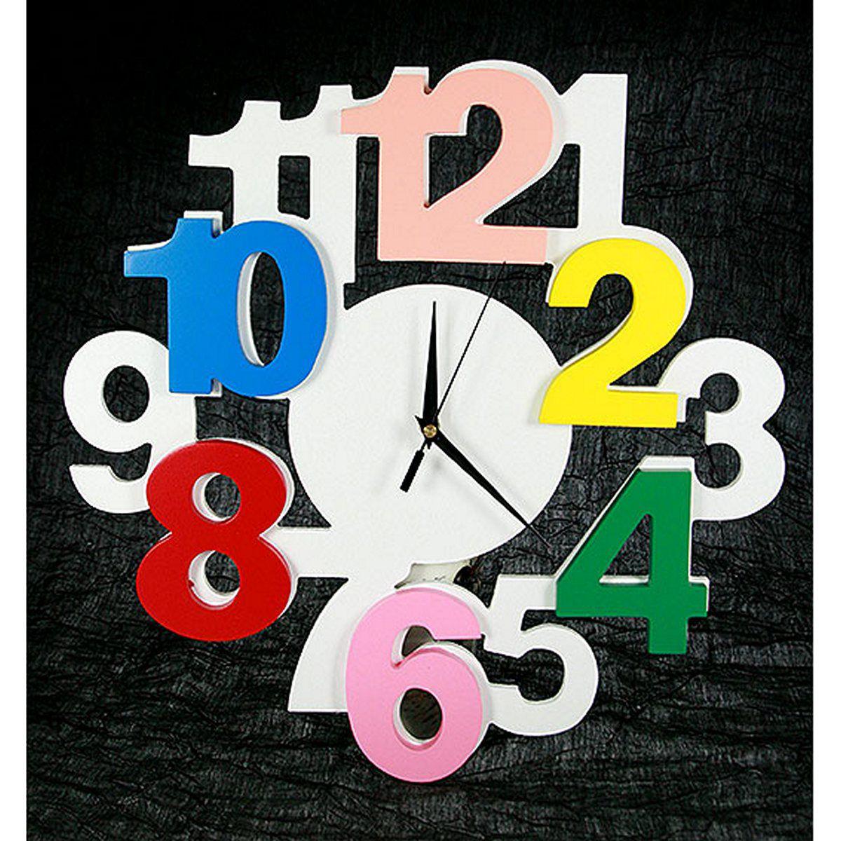 Часы настенные Русские Подарки, диаметр 40 см. 138604138604Настенные кварцевые часы Русские Подарки изготовлены из МДФ. Часы имеют три стрелки - часовую, минутную и секундную. С обратной стороны имеетсяпетелька для подвешивания на стену.Изящные часы красиво и оригинально оформят интерьер дома или офиса. Также часы могут стать уникальным, полезным подарком для родственников, коллег, знакомых и близких.Часы работают от батареек типа АА (в комплект не входят).