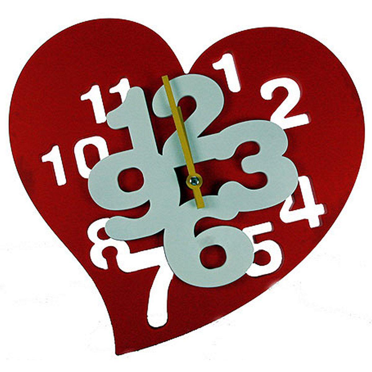 Часы настенные Русские Подарки Сердечко. 222419222419Часы настенные Русские Подарки Сердечко изготовлены из пластика. Корпус оригинально оформлен в виде сердца. Часы имеют две стрелки - часовую и минутную. С обратной стороны имеется петелька для подвешивания на стену.Такие часы красиво и необычно оформят интерьер дома или офиса. Также часы могут стать уникальным, полезным подарком для родственников, коллег, знакомых и близких. Часы работают от батареек типа АА (в комплект не входят).