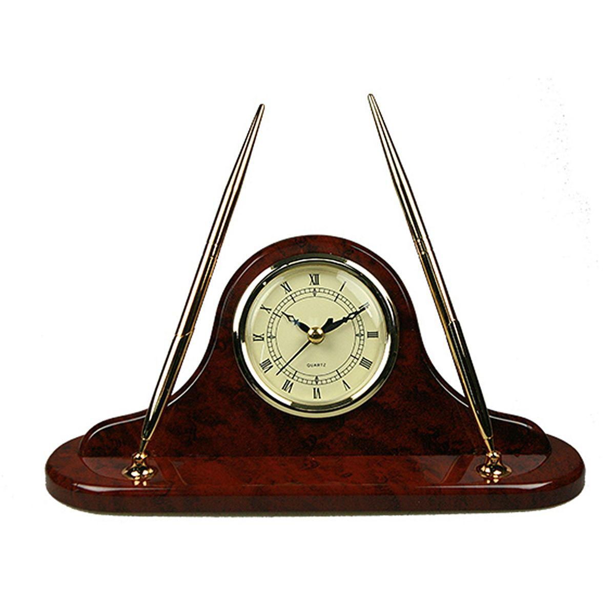 Часы настольные Русские Подарки Brigant, с ручкой, 27 х 13 х 8 см. 2815228152Настольные кварцевые часы Русские Подарки Brigant изготовлены из МДФ,циферблат защищен стеклом. В корпусе удобно расположены держатели для двух шариковых ручек. Часы имеют три стрелки - часовую, минутную и секундную.Такие часы красиво и необычно оформят интерьер дома или рабочий стол в офисе. Также часы могут стать уникальным, полезным подарком для родственников, коллег, знакомых и близких.
