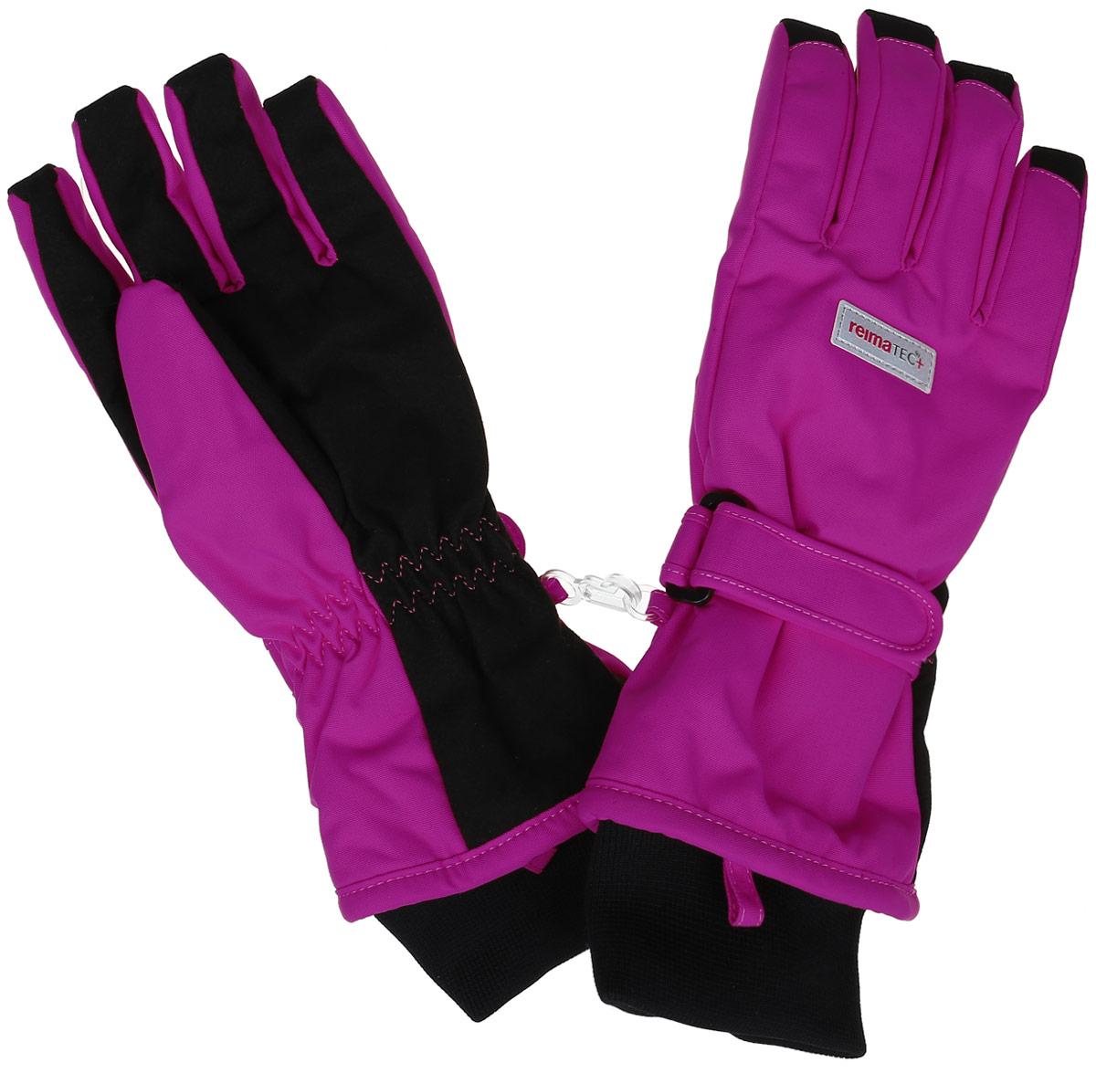 Перчатки детские Reima Reimatec+ Tartu, цвет: розовый. 527251-4620. Размер 8527251-4620Детские перчатки Reima Reimatec+ Tartu станут идеальным вариантом для холодной зимней погоды. На подкладке используется высококачественный полиэстер, который хорошо удерживает тепло.Для большего удобства на запястьях перчатки дополнены хлястиками на липучках с внешней стороны, а на ладошках, кончиках пальцев и с внутренней стороны большого пальца - усиленными водонепроницаемивставками Hipora. Теплая флисовая подкладка дарит коже ощущение комфорта и уюта. С внешней стороны перчатки оформлены светоотражающими нашивками с логотипом бренда. Высокая степень утепления. Перчатки станут идеальным вариантом для прохладной погоды, в них ребенку будет тепло и комфортно. Водонепроницаемость: Waterpillar over 10 000 mm