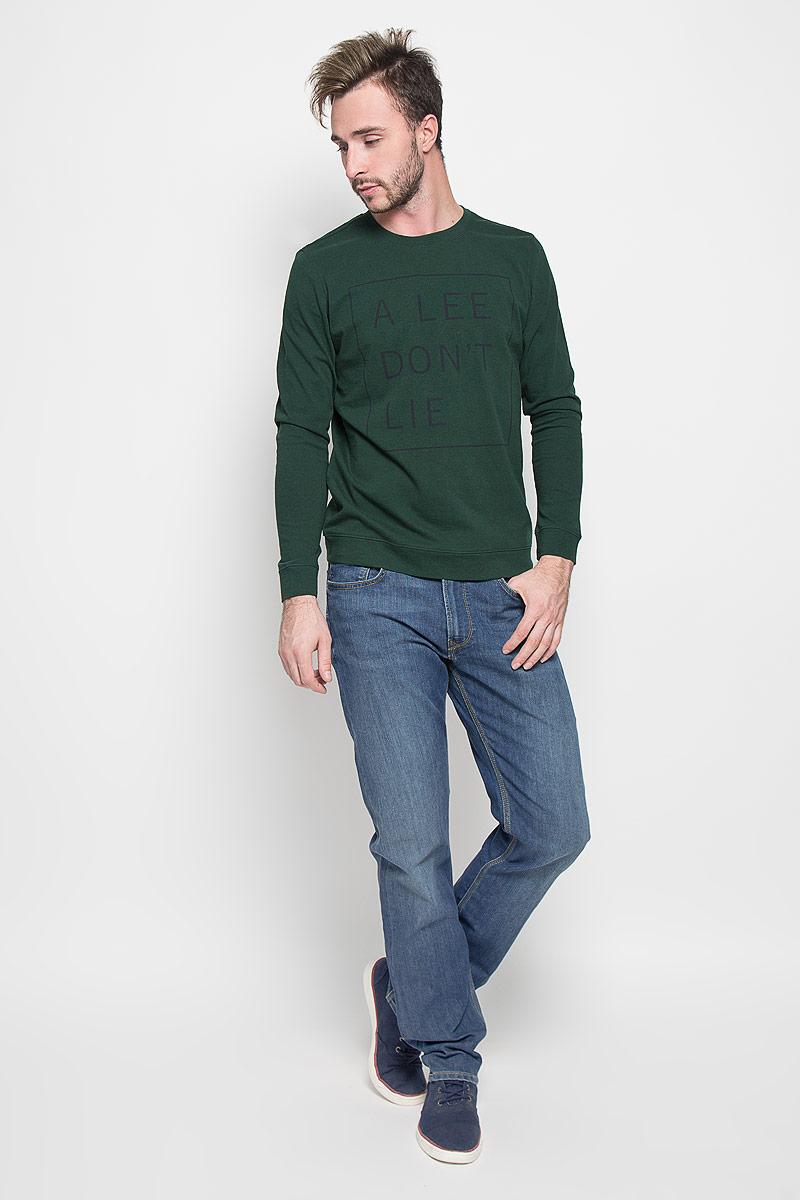 Джинсы мужские Lee Blake, цвет: синий. L730AAML. Размер 31-32 (46/48-32)L730AAMLМужские джинсы Lee Blake станут стильным дополнением к вашему гардеробу. Изготовленные из хлопка с добавлением эластомультиэстера, они мягкие, тактильно приятные, позволяют коже дышать.Джинсы прямого кроя застегиваются на поясе на металлическую пуговицу и имеют ширинку на застежке-молнии, а также шлевки для ремня. Спереди расположены два втачных кармана и один маленький накладной, сзади - два накладных кармана. Изделие оформлено легким эффектом потертости и декорировано контрастной отстрочкой.Современный дизайн и расцветка делают эти джинсы модным предметом мужской одежды. Такая модель подарит вам комфорт в течение всего дня.