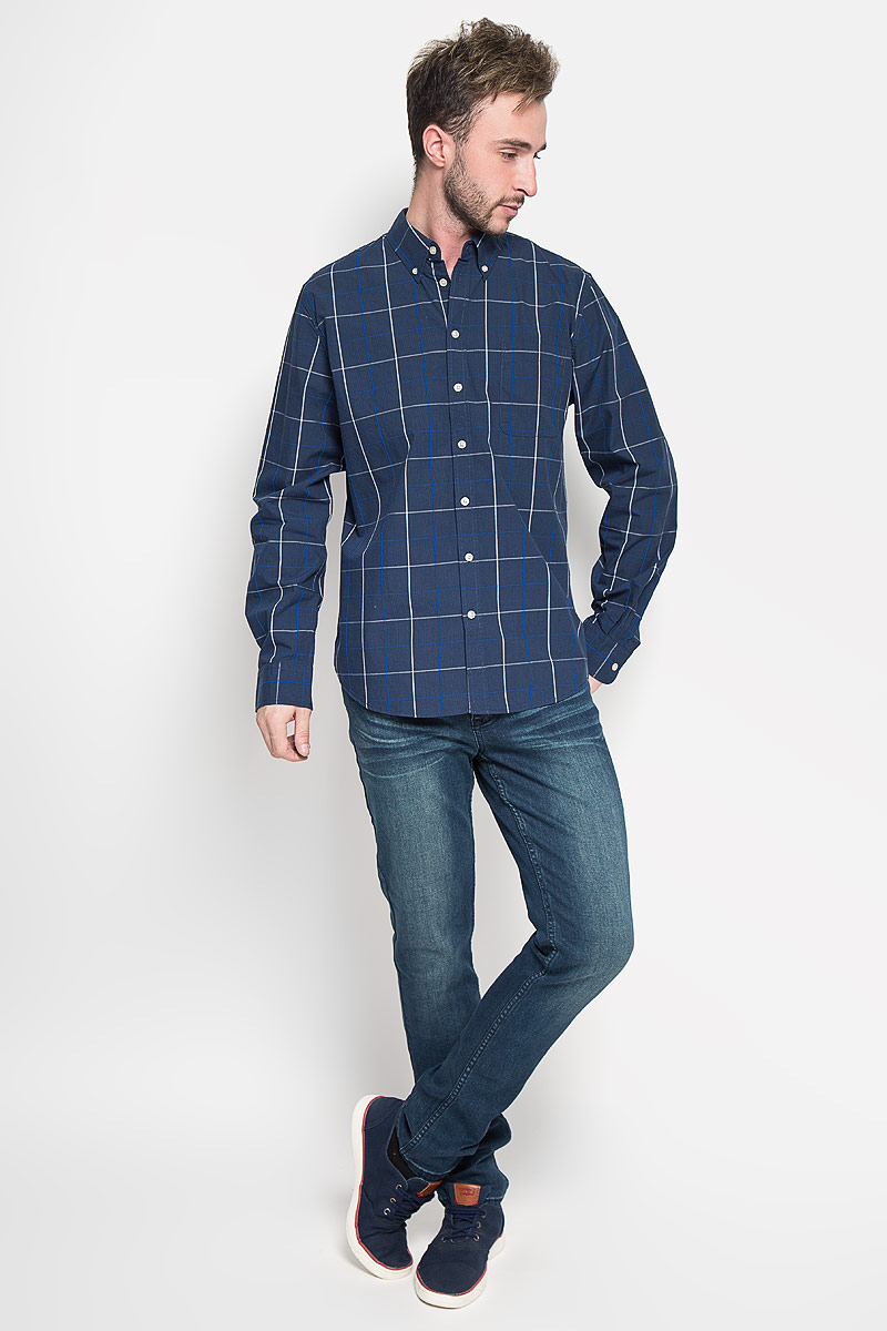 Рубашка мужская Sela Casual Wear, цвет: синий. H-212/718-6322. Размер 39 (44)H-212/718-6322Стильная мужская рубашка Sela Casual Wear, выполненная из 100% хлопка, подчеркнет ваш уникальный стиль и поможет создать оригинальный образ.Рубашка с длинными рукавами и отложным воротником застегивается на пуговицы спереди. Модель украшена принтом в крупную клетку и дополнена накладным нагрудным карманом. Воротник фиксируется при помощи пуговиц. Рукава дополнены манжетами на пуговицах. Такая рубашка будет дарить вам комфорт в течение всего дня и послужит замечательным дополнением к вашему гардеробу.