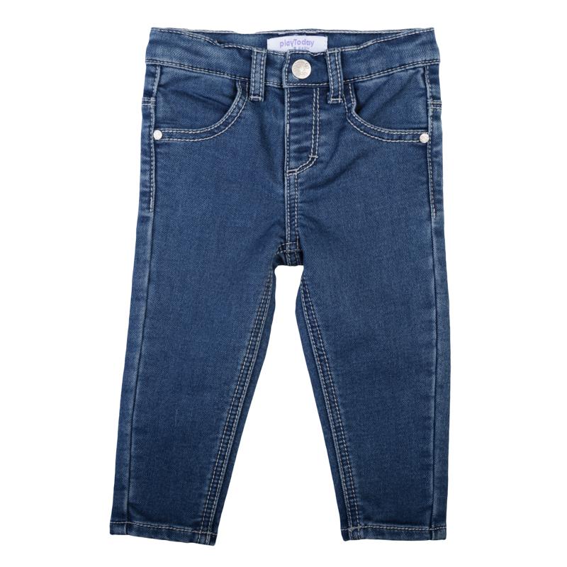 Джинсы для девочки PlayToday Baby, цвет: синий деним. 368010. Размер 74368010Стильные джинсы для девочки выполнены из мягкого трикотажного полотна. Модель зауженного кроя застегивается на кнопку и имеет эластичный пояс со шлевками для ремня. дополнено четырьмя функциональными карманами: двумя втачными спереди и двумя накладными сзади.