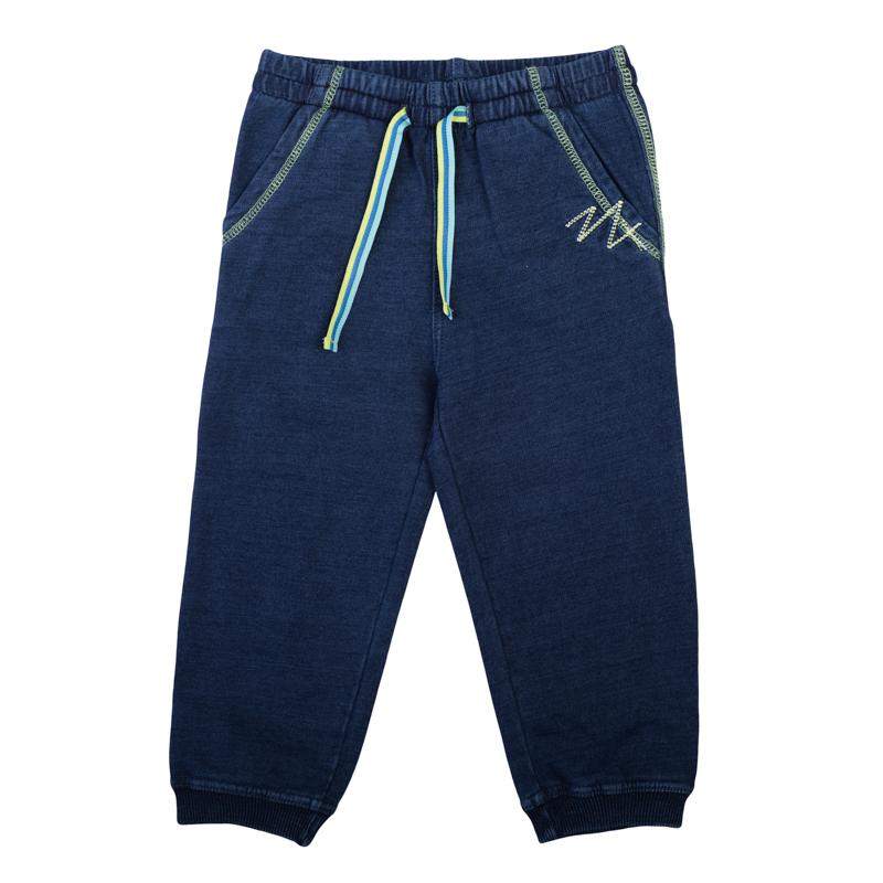 Брюки спортивные для мальчика PlayToday Baby, цвет: синий деним. 367014. Размер 74367014Удобные брюки для мальчика в спортивном стиле выполнены из мягкого футера с имитацией джинсовой ткани и оформлены контрастной строчкой. Пояс на мягкой резинке дополнительно регулируется яркой трехцветной тесьмой. Модель дополнена двумя функциональными карманами. Низ брючин оформлен трикотажной резинкой.
