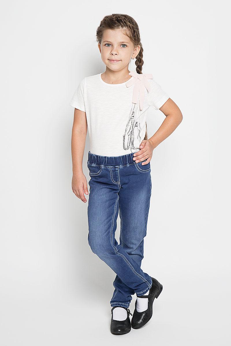 Джинсы для девочки PlayToday, цвет: синий деним. 362021. Размер 98362021Удобные джинсы PlayToday для девочки идеально подойдут вашей маленькой моднице. Изготовленные из эластичного хлопка, они мягкие и приятные на ощупь, не сковывают движения, сохраняют тепло и позволяют коже дышать, обеспечивая наибольший комфорт.Уютные джинсы с имитацией денима. Пояс на мягкой резинке. Сзади оформлены функциональными карманами с вышивкой. Практичные и стильные джинсы идеально подойдут вашей малышке, а модная расцветка и высококачественный материал позволят ей комфортно чувствовать себя в течение дня!