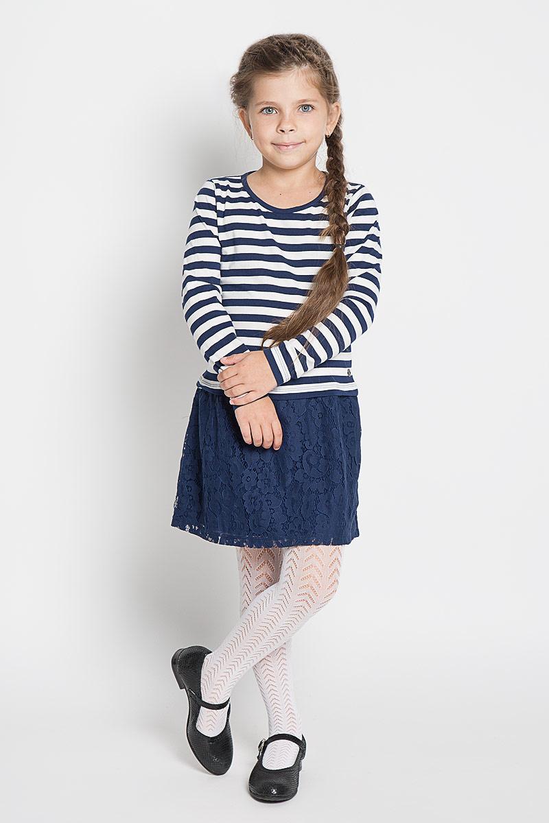 Платье для девочки Tom Tailor, цвет: синий, белый. 5019153.40.81_6814. Размер 104/1105019153.40.81_6814Стильное платье для девочки Tom Tailor, изготовленное из высококачественного материала, оно необычайно мягкое и приятное на ощупь, не сковывает движения и позволяет коже дышать, не раздражает даже самую нежную и чувствительную кожу ребенка, обеспечивая ему наибольший комфорт.Платье с круглым вырезом горловины оформлено в стиле морячки. Юбка изделия оформлена гипюром.В таком платье маленькая принцесса всегда будет в центре внимания!