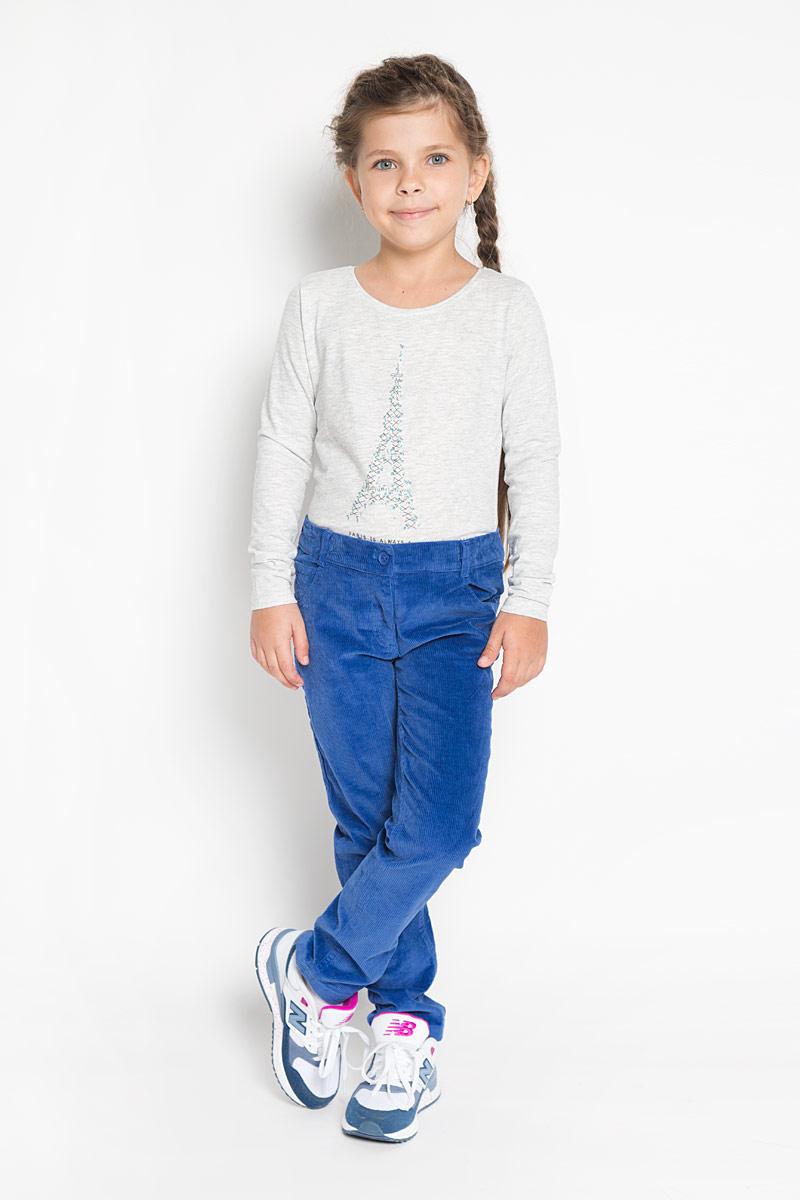 Брюки для девочки PlayToday, цвет: синий. 362172. Размер 104, 4 года362172Стильные брюки PlayToday идеально подойдут вашей моднице как для школы, так и дляпрогулок. Изготовленные из хлопка с добавлением эластана, они необычайно мягкие и приятныена ощупь, не сковывают движения и позволяют коже дышать, не раздражают даже самуюнежную и чувствительную кожу ребенка, обеспечивая наибольший комфорт. Брюки прямого кроязастегиваются на пуговицу в поясе и ширинку на застежке-молнии. С внутренней стороны в поясепредусмотрена регулируемая эластичная резинка, позволяющая подогнать модель по фигуре. Напоясе предусмотрены шлевки для ремня. Модель дополнена спереди двумя втачными карманамии маленьким накладным кармашком, сзади - двумя накладными карманами. Современный дизайни расцветка делают эти брюки стильным предметом детского гардероба. В них ваш ребеноквсегда будет в центре внимания!