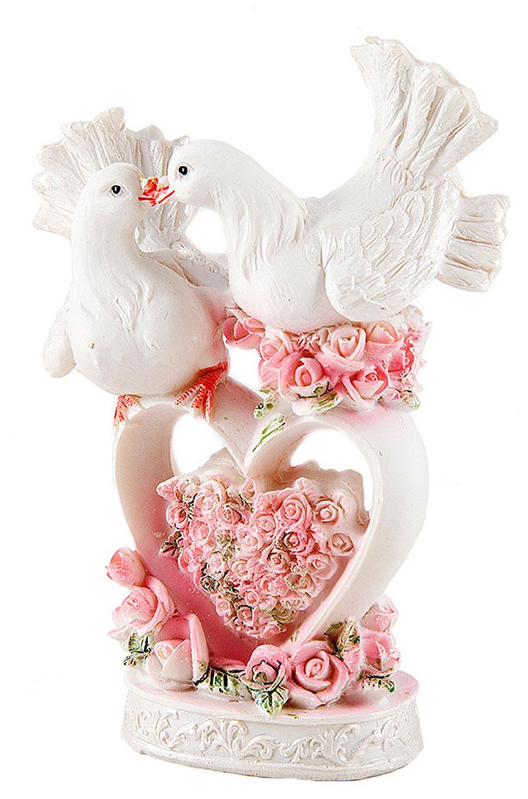 Фигурка декоративная Win Max Свадебная, 10 х 6 х 13 см. 127838127838Декоративная фигурка Win Max Свадебная изготовлена из полистоуна. Изделие представляет собой фигурку двух голубей. Такая фигурка идеально впишется в свадебный интерьер в качестве украшения и будет радовать вас своим видом в самый важный день в вашей жизни.