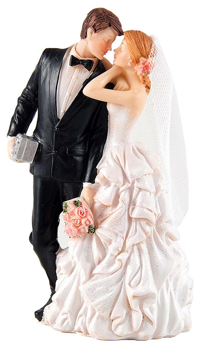 Фигурка декоративная Win Max Свадебная, 9 х 6 х 16 см127852Декоративная фигурка Win Max Свадебная изготовлена из полистоуна. Изделие представляет собой фигурку жениха и невесты. Такая фигурка идеально впишется в свадебный интерьер в качестве украшения и будет радовать вас своим видом в самый важный день в вашей жизни.
