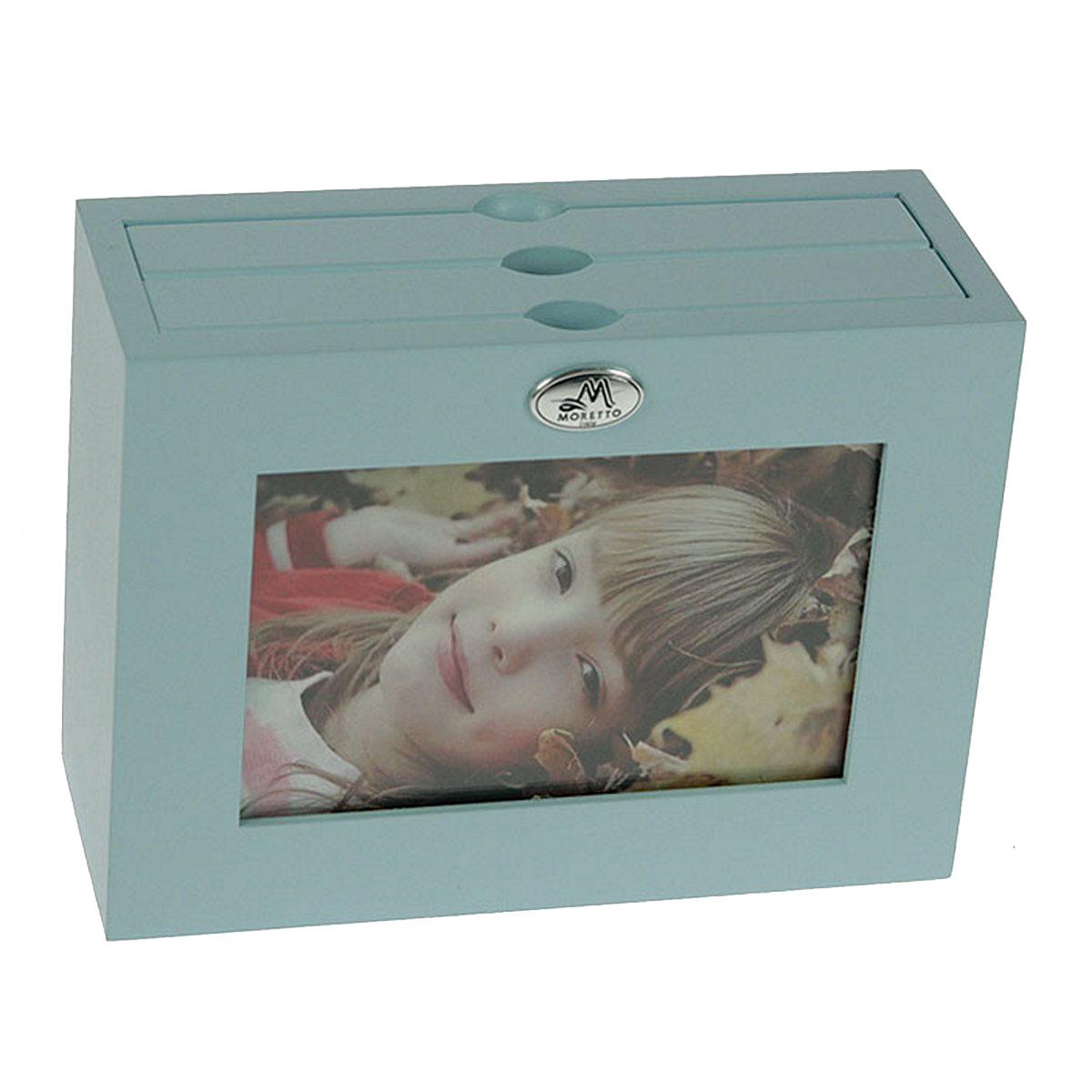 Архивный фотоальбом Moretto, на 48 фото, 10 x 15 см. 138004138004Оригинальный архивный фотоальбом Moretto, рассчитанный на 48 фотографий, выполнен в виде деревянного бокса. Бокс содержит 2 альбома, каждый из которых рассчитан на 24 фотографии форматом 10 х 15 см, а также имеет отверстие для центральной фотографии.Такой архивный альбом станет достойным украшением вашего интерьера и будет уникальным подарком вашим друзьям.