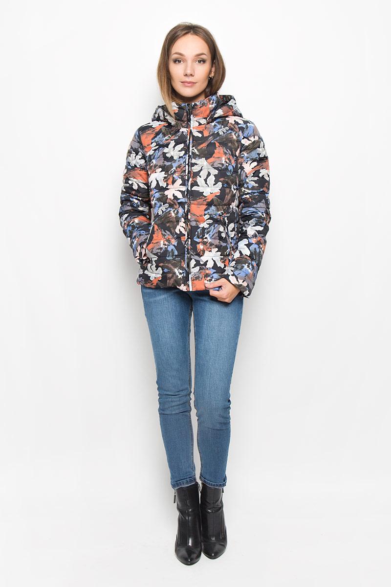Куртка женская Finn Flare, цвет: черный, мультиколор. A16-12018_200. Размер XS (42)A16-12018_200Стеганая женская куртка Finn Flare выполнена из полиэстера с утеплителем из пуха и пера. Изделие дополнено подкладкой из полиэстера. Модель с длинными рукавами и воротником-стойкой. Застегивается куртка на застежку-молнию дополненную внутренним ветрозащитным клапаном. Изделие оформлено съемным капюшоном. Куртка дополнена двумя втачными карманами на застежках-молниях. Модель оформлена ярким принтом.Такая куртка станет стильным дополнением к вашему гардеробу, она подарит вам комфорт в течение всего дня!