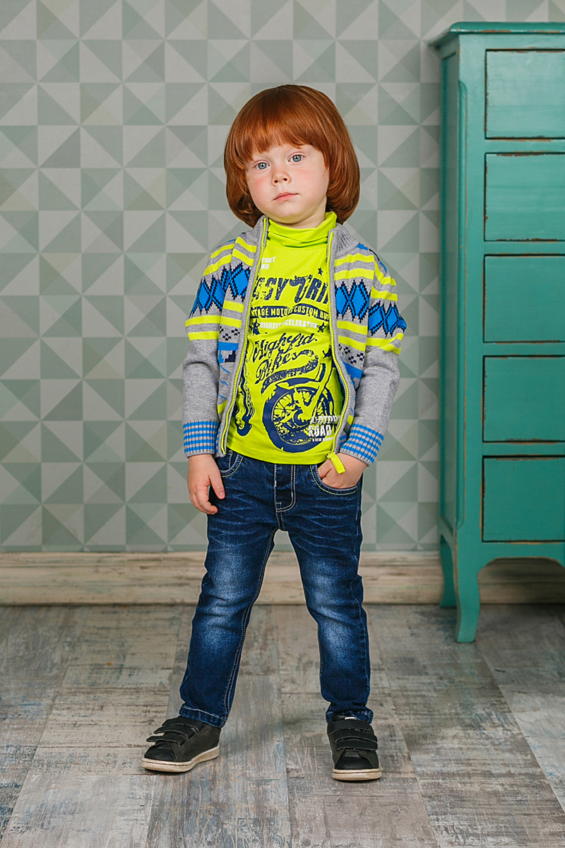 Кофта для мальчика Sweet Berry, цвет: серый, голубой. 206136. Размер 80206136Уютная кофта Sweet Berry для мальчика изготовлена из вязаного трикотажа. Модель с воротником-стойкой, надежно защищающим от ветра, застегивается на застежку-молнию. Воротник, манжеты и низ кофты связаны резинкой.