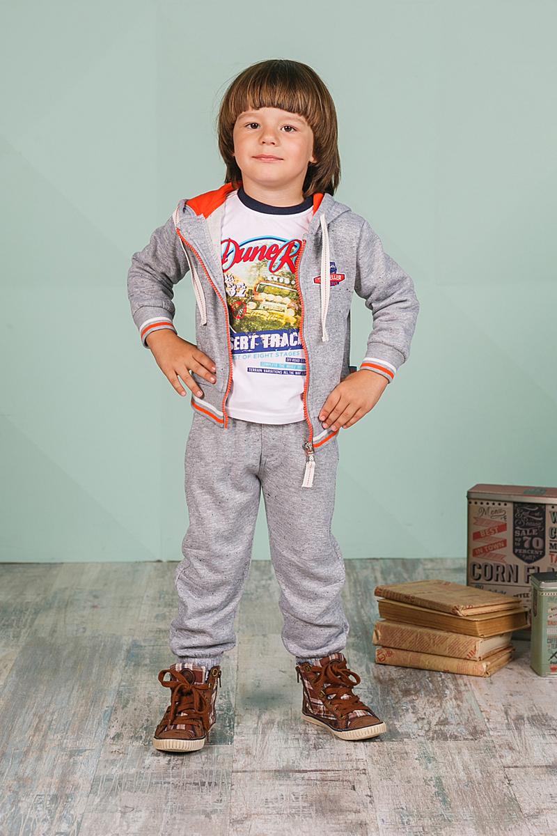 Спортивный костюм для мальчика Sweet Berry, цвет: светло-серый. 206123. Размер 80206123Спортивный костюм для мальчика Sweet Berry состоит из толстовки и брюк. Костюм изготовлен из высококачественного материала. Толстовка с капюшоном и длинными рукавами застегивается на молнию, дополнена двумя боковыми карманами. Манжеты и низ модели выполнены из трикотажной резинки. Спортивные брюки прямого кроя в поясе имеют широкую эластичную резинку, регулируемую шнурком.