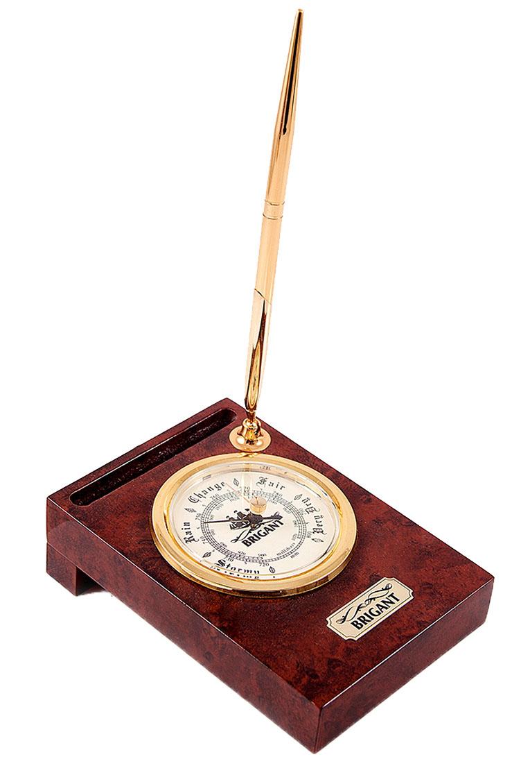 Барометр Brigant, настольный, с ручкой, 15 х 11 х 6 см28151Настольный барометр Brigant выполнен в виде деревянной панели с расположенным на ней барометром, шкала которого оформлена под морской иллюминатор. Модель выполнена в морском стиле, хромировка под золото и темный благородный цвет дерева делают этот предмет интерьера заслуживающим восхищения.Барометр имеет встроенную подставку для ручки, которая входит в комплект. Размеры барометра: 10,5 х 15 х 4,4 смДиаметр шкалы: 7 см.