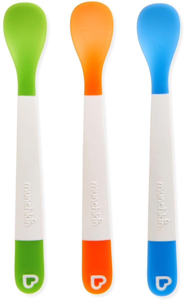Munchkin Ложка для кормления 3 шт11004Пластиковые ложки Munchkin: закругленные мягкие ложки из мягкого материала очень нежно прикасаются к деснам малышей;длинная ручка позволяет доставать до дна даже глубокой посуды;яркие цвета привлекают внимание ребенка;эргономичная удобная ручка;потрясающая комбинация ярких цветов;подходит для мытья на верхней подставке в посудомоечной машине; BPA free - не содержат Бисфенол А;Polyethylene;соответствует требованиям стандарта BS EN 14372;возраст: 4 месяца +;в комплекте - 3 шт.Кредо Munchkin, американской компании с 20-летней историей: избавить мир от надоевших и прозаических товаров, искать умные инновационные решения, которые превращает обыденные задачи в опыт, приносящий удовольствие. Понимая, что наибольшее значение в быту имеют именно мелочи, компания создает уникальные товары, которые помогают поддерживать порядок, организовывать пространство, облегчают уход за детьми – недаром компания имеет уже более 140 патентов и изобретений, используемых в создании ее неповторимой и оригинальной продукции. Munchkin делает жизнь родителей легче!