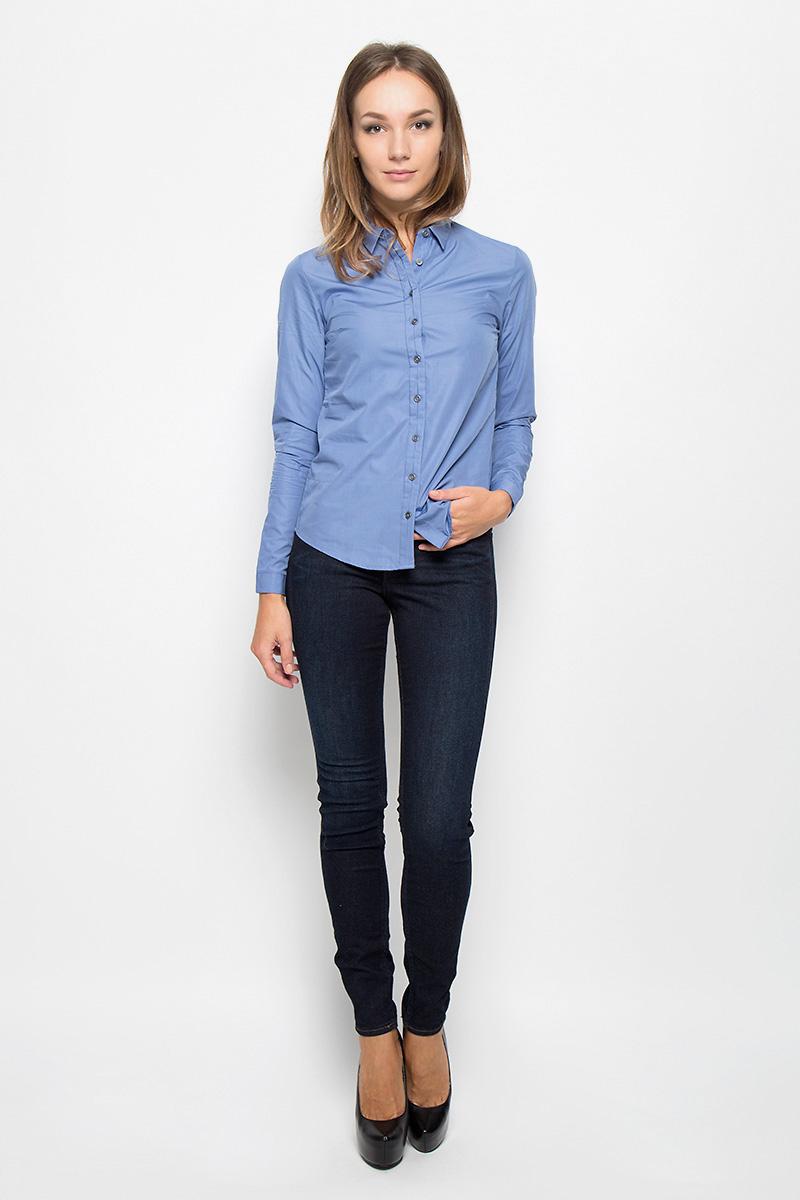 Рубашка женская Calvin Klein Jeans, цвет: сине-голубой. J2EJ204176_4940. Размер L (46/48)J2EJ204176_4940Стильная женская рубашка Calvin Klein Jeans, изготовленная из натурального хлопка, подчеркнет ваш уникальный стиль. Материал изделия тактильно приятный, не сковывает движения и хорошо пропускает воздух, обеспечивая комфорт при носке.Рубашка с отложным воротником и длинными рукавами застегивается спереди на пуговицы и имеет декоративную планку. На манжетах предусмотрены застежки-пуговицы. Модель украшена небольшой металлической пластиной с названием бренда.Рубашка будет дарить вам комфорт в течение всего дня и послужит замечательным дополнением к вашему гардеробу.