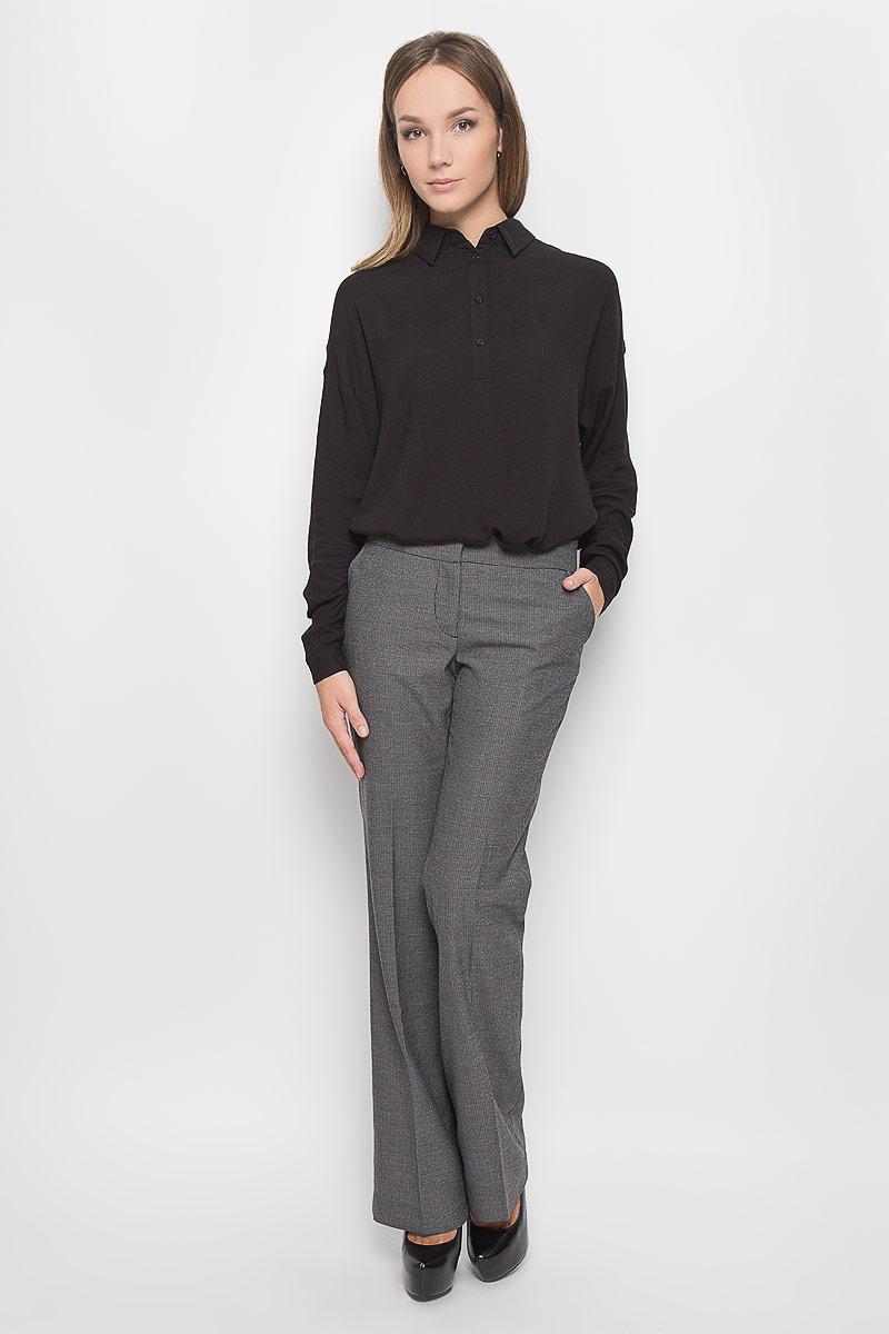 Брюки женские Finn Flare, цвет: темно-серый. A16-170590_202. Размер S (44)A16-170590_202Стильные женские брюки Finn Flare - это изделие высочайшего качества, которое превосходно сидит и подчеркнет все достоинства вашей фигуры. Брюки стандартной посадки выполнены из полиэстера с добавлением вискозы, что обеспечивает комфорт и удобство при носке. Брюки застегиваются на два крючка, пуговицу в поясе и ширинку на застежке-молнии. Брюки оформлены стрелками и дополнены двумя втачными карманами спереди и двумя втачными карманами сзади.Эти модные и в то же время комфортные брюки послужат отличным дополнением к вашему гардеробу и помогут создать неповторимый современный образ.