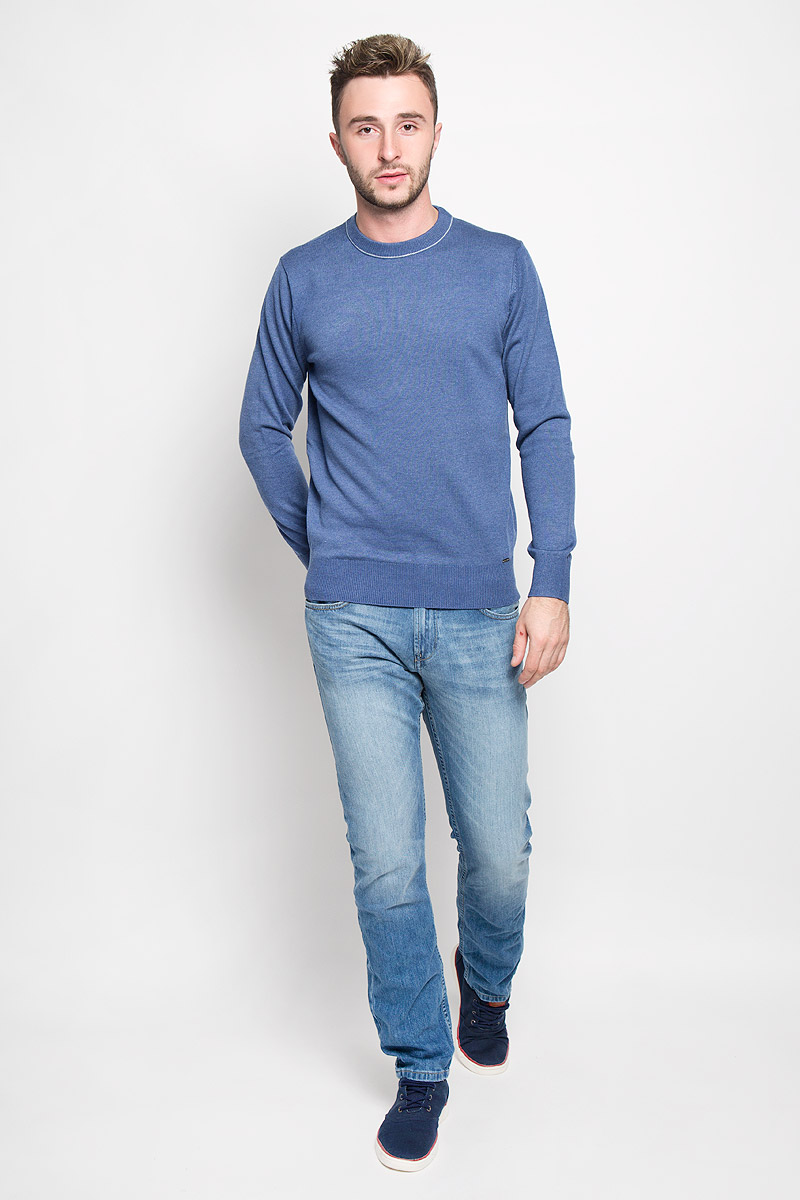 Джемпер мужской Finn Flare, цвет: синий. A16-21102_132. Размер XL (52)A16-21102_132Стильный мужской джемпер Finn Flare, выполненный из высококачественного материала, необычайно мягкий и приятный на ощупь, не сковывает движения, обеспечивая наибольший комфорт. Модель с круглым вырезом горловины и длинными рукавами идеально гармонирует с любыми предметами одежды и будет уместен и на отдых, и на работу. Низ изделия, горловина и манжеты связаны широкой резинкой, что предотвращает деформацию при носке. Мягкий и уютный джемпер станет прекрасным дополнением вашего гардероба.