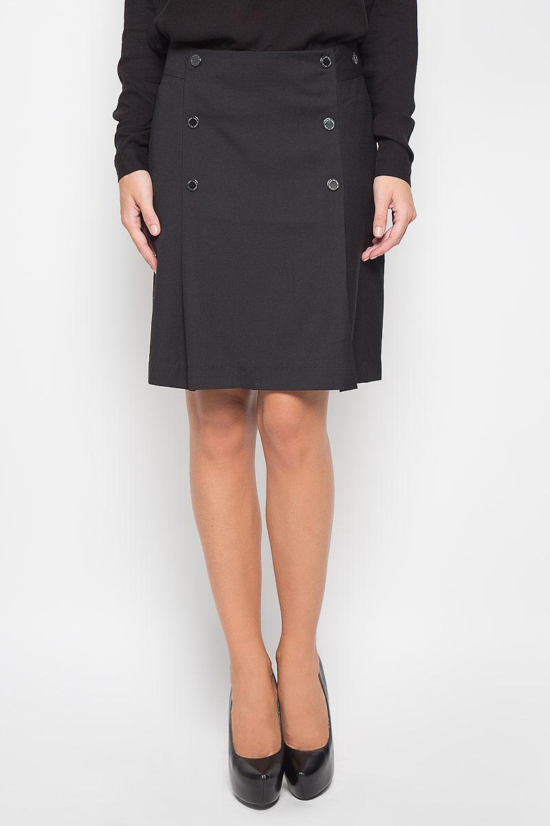 Юбка Finn Flare, цвет: черный. A16-170320_200. Размер S (44)A16-170320_200Эффектная юбка Finn Flare выполнена из полиэстера с добавлением вискозы и шерсти, она обеспечит вам комфорт и удобство при носке.Элегантная юбка средней длины застегивается на застежку-молнию на спинке. Модель оформлена декоративными металлическими пуговицами спереди.Модная юбка-миди выгодно освежит и разнообразит ваш гардероб. Создайте женственный образ и подчеркните свою яркую индивидуальность! Классический фасон и оригинальное оформление этой юбки сделают ваш образ непревзойденным.