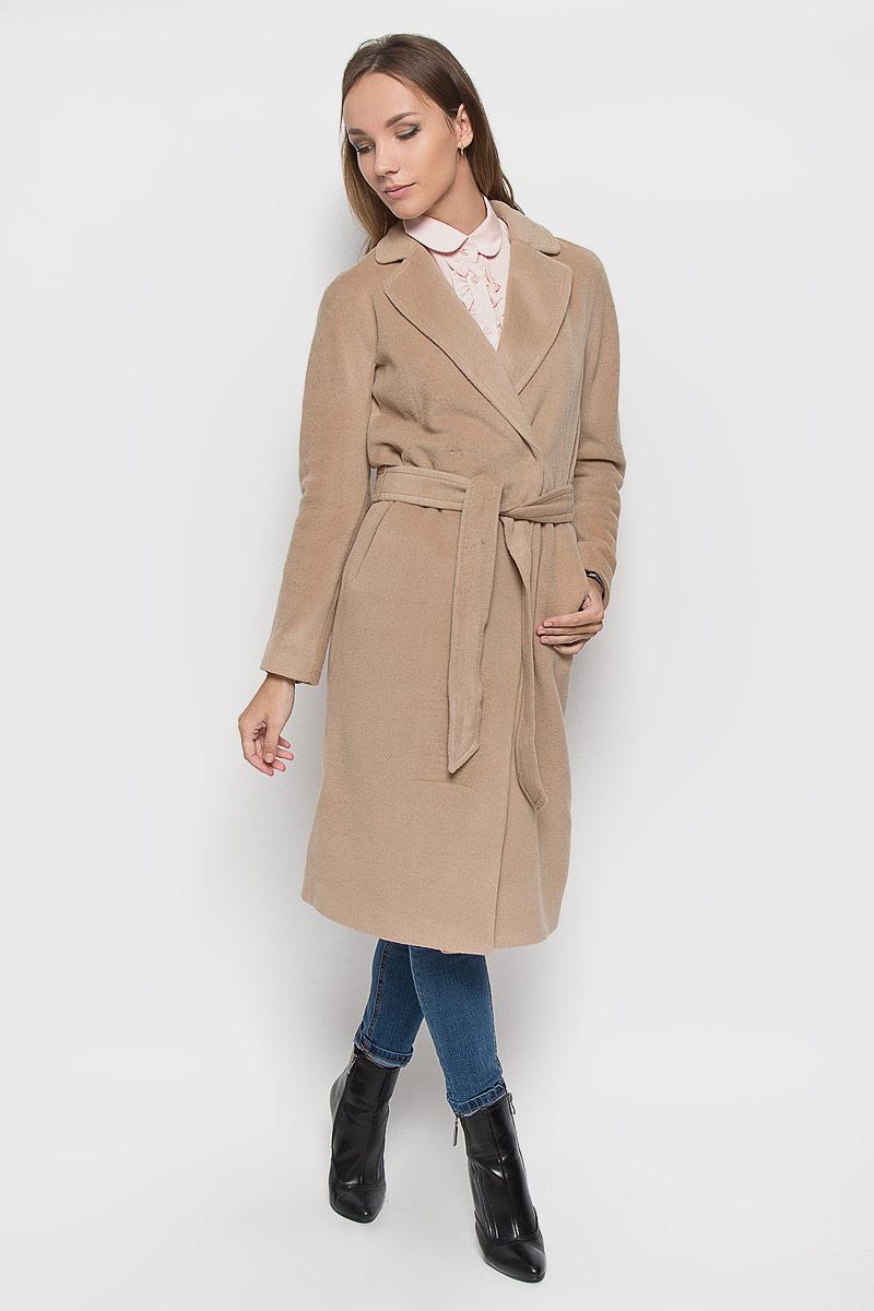 Пальто женское Finn Flare, цвет: бежевый. A16-170010_700. Размер L (48)A16-170010_700Удобное женское пальто Finn Flare согреет вас в прохладную погоду и позволит выделиться из толпы. Модель с длинными цельнокроеными рукавами и воротником с лацканами выполнена из шерсти с добавлением нейлона, застегивается на кнопки спереди. Изделие дополнено широким поясом. Пальто надежно сохранит тепло и защитит вас от ветра и холода. Это модное и уютное пальто - отличный вариант для прогулок, оно подчеркнет ваш изысканный вкус и поможет создать неповторимый образ.