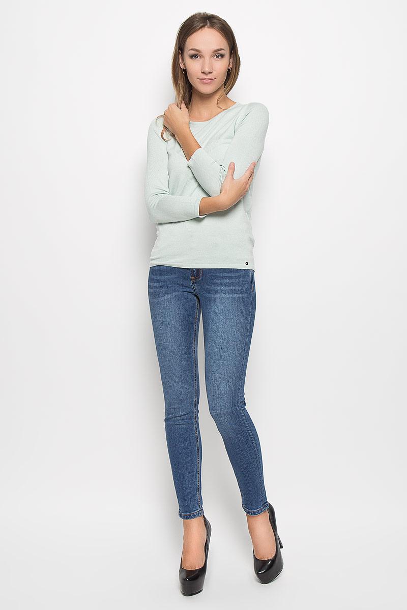 Джинсы женские Finn Flare, цвет: синий. A16-170230_125. Размер 33-34 (50-34)A16-170230_125Стильные женские джинсы Finn Flare - это джинсы высочайшего качества, которые прекрасно сидят. Они выполнены из высококачественного эластичного хлопка, что обеспечивает комфорт и удобство при носке. Модные джинсы слим стандартной посадки станут отличным дополнением к вашему современному образу. Джинсы застегиваются на пуговицу в поясе и ширинку на застежке-молнии, имеют шлевки для ремня. Джинсы имеют классический пятикарманный крой: спереди модель оформлена двумя втачными карманами и одним маленьким накладным кармашком, а сзади - двумя накладными карманами.Эти модные и в то же время комфортные джинсы послужат отличным дополнением к вашему гардеробу.