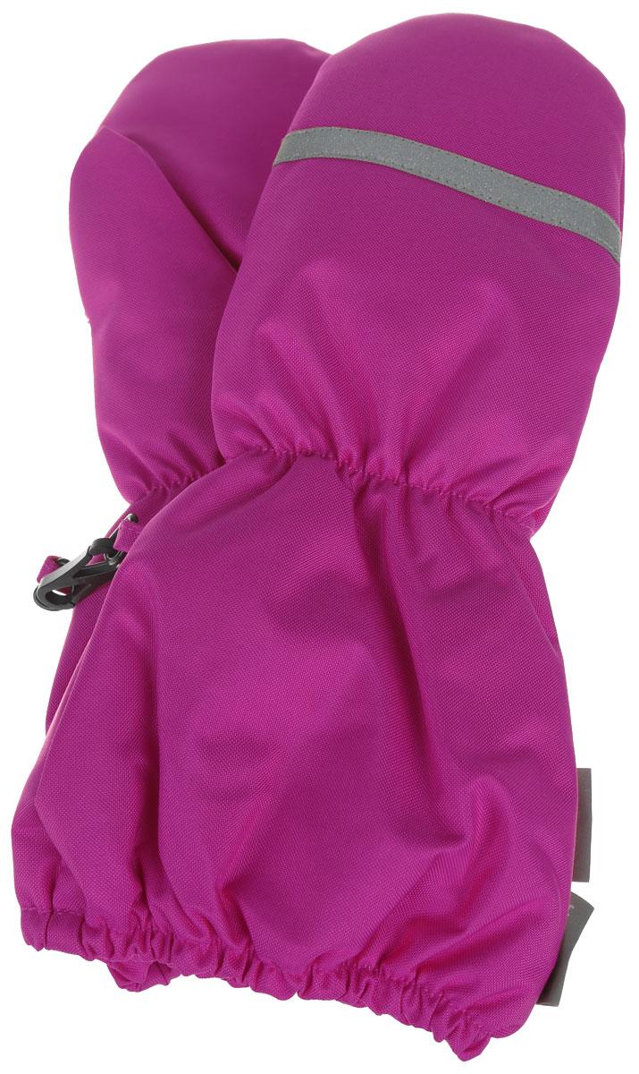 Варежки для девочки Huppa Ron, цвет: фуксия. 8115BASE-60063. Размер 58115BASE-60063Детские варежки Huppa Ron, изготовленные из высококачественного полиэстера, станут идеальнымвариантом, для холодной зимней погоды. Первоклассный мембранный материал и теплая мягкая флисовая подкладка, а также наполнитель из синтепона надежно сохранят тепло и не дадут ручкам вашего малыша замерзнуть.Варежки дополнены удлиненными манжетами с эластичными резинками, которые помогут предотвратить попадание снега и влаги. На запястьях варежки собраны на эластичные резинки, что обеспечивает комфортную и надежную посадку. С внешней стороны варежки оформлены светоотражающими нашивками.Теплые, удобные и стильные варежки будут незаменимы для зимних прогулок и надежно защитят ручки малыша от холода и ветра.Водонепроницаемость: 10000 мм. Воздухопроницаемость: 10000 г/м2