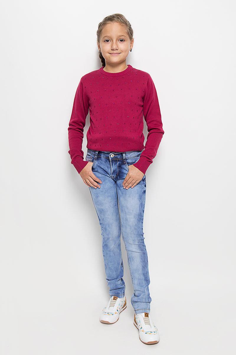 Джинсы для девочки Luminoso, цвет: светло-синий. 205826. Размер 158205826Стильные джинсы для девочки Luminoso идеально подойдут вашей маленькой моднице. Изготовленные из эластичного хлопка, они необычайно мягкие и приятные на ощупь, не сковывают движения и позволяют коже дышать, не раздражают даже самую нежную и чувствительную кожу ребенка, обеспечивая ему наибольший комфорт. Джинсы на поясе застегивается на оригинальную металлическую пуговицу и имеют ширинку на застежке-молнии и шлевки для ремня. При необходимости пояс можно утянуть скрытой резинкой на пуговках. Джинсы спереди дополнены двумя втачными карманами и одним маленьким накладным кармашком, а сзади - двумя накладными карманами. Модель оформлена эффектом потертости и контрастной прострочкой. Современный дизайн и расцветка делают эти джинсы модным и стильным предметом детского гардероба. В них ваша дочурка всегда будет в центре внимания!