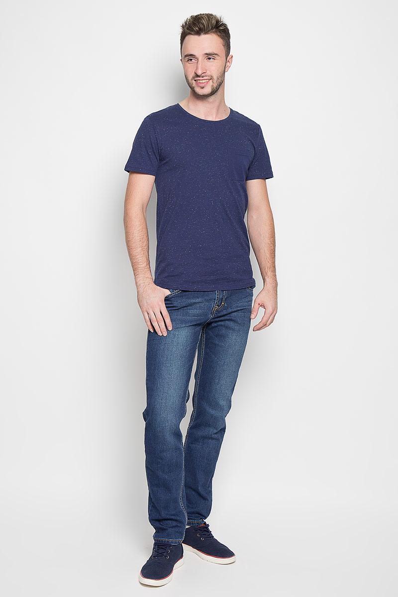 Джинсы мужские Baon, цвет: синий. B806509. Размер 32 (50)B806509Модные мужские джинсы Baon - это джинсы высочайшего качества, которые прекрасно сидят. Они выполнены из высококачественного эластичного хлопка, что обеспечивает комфорт и удобство при носке. Классические прямые джинсы стандартной посадки станут отличным дополнением к вашему современному образу. Джинсы застегиваются на пуговицу в поясе и ширинку на пуговицах, дополнены шлевками для ремня. Джинсы имеют классический пятикарманный крой: спереди модель дополнена двумя втачными карманами и одним маленьким накладным кармашком, а сзади - двумя накладными карманами. Модель оформлена перманентными складками.Эти модные и в то же время комфортные джинсы послужат отличным дополнением к вашему гардеробу.