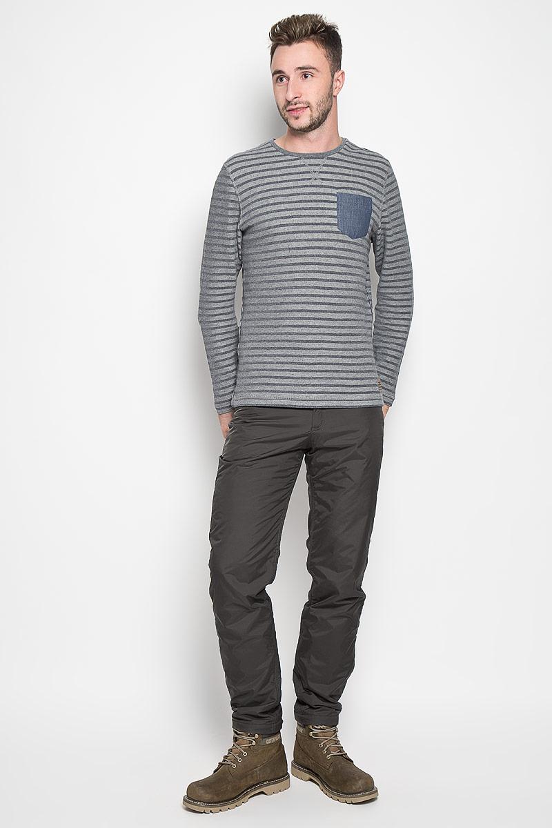 Брюки утепленные мужские Finn Flare, цвет: серо-коричневый. A16-22017_601. Размер XL (52)A16-22017_601Стильные утепленные мужские брюки Finn Flare великолепно подойдут для повседневной носки в прохладное время года и помогут вам создать незабываемый современный образ. Модель прямого кроя и стандартной посадки изготовлены из прочного нейлона и имеет подкладку из полиэстера, благодаря чему надежно защищает от ветра и влаги, а теплый наполнитель из синтепона не даст вам замерзнуть. Брюки застегиваются на ширинку на застежке-молнии, а также пуговицу в поясе. На поясе расположены шлевки для ремня. Модель оформлена двумя открытыми втачными карманами и двумя втачными карманами на кнопках сзади.Эти модные и в то же время удобные утепленные брюки станут великолепным дополнением к вашему гардеробу. В них вы всегда будете чувствовать себя уверенно и комфортно.