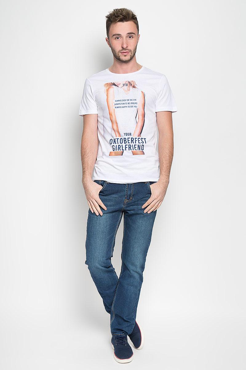 Футболка мужская Tom Tailor Denim, цвет: белый. 1035861.00.12_2000. Размер S (46)1035861.00.12_2000Стильная мужская футболка Tom Tailor Denim выполнена из натурального хлопка. Материал очень мягкий и приятный на ощупь, обладает высокой воздухопроницаемостью и гигроскопичностью, позволяет коже дышать. Модель с круглым вырезом горловины и короткими рукавами оформлена оригинальным принтом с надписями.Такая модель подарит вам комфорт в течение всего дня и послужит замечательным дополнением к вашему гардеробу.