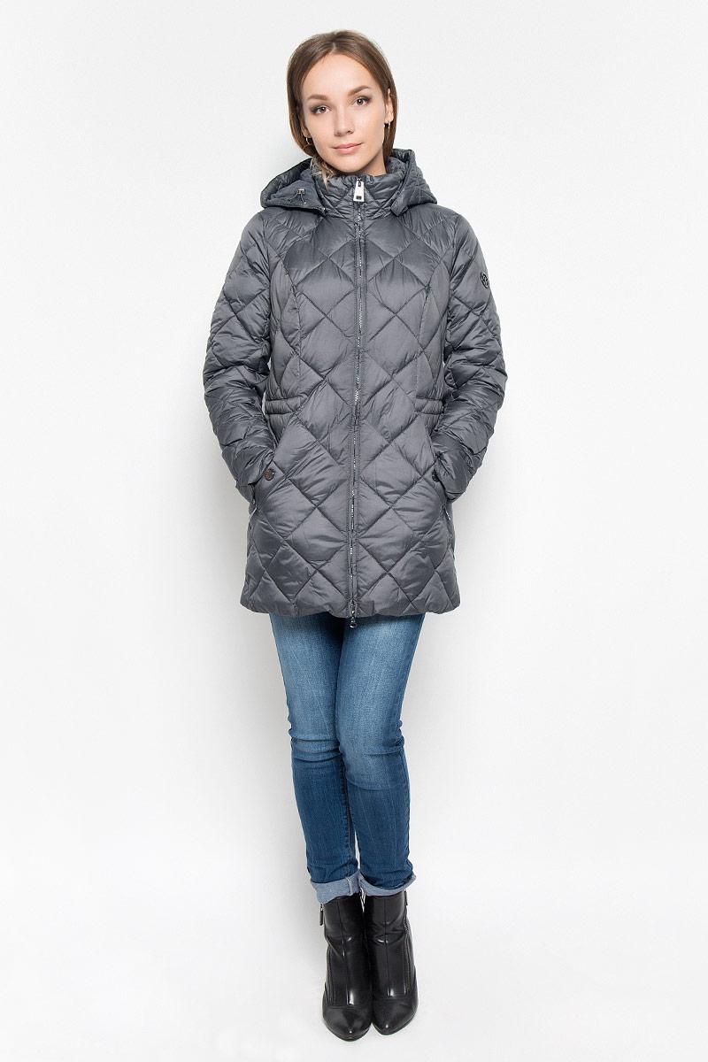 Пальто женское Finn Flare, цвет: темно-серый. A16-170600_202. Размер XL (50)A16-170600_202Стеганое женское пальто Finn Flare согреет вас в холодную погоду и позволит выделиться из толпы. Модель с длинными рукавами и воротником-стойкой выполнена из прочного материала, застегивается на молнию спереди. Пальто имеет съемный капюшон на кнопках, объем которого регулируется при помощи шнурка-кулиски со стопперами. Изделие дополнено двумя втачными карманами на застежках-молниях. На талии пальто дополнено скрытым шнурком-кулиской. Наполнитель из синтепона надежно сохранит тепло, благодаря чему такое пальто защитит вас от ветра и холода. Это модное и в то же время комфортное пальто - отличный вариант для прогулок, оно подчеркнет ваш изысканный вкус и поможет создать неповторимый образ.