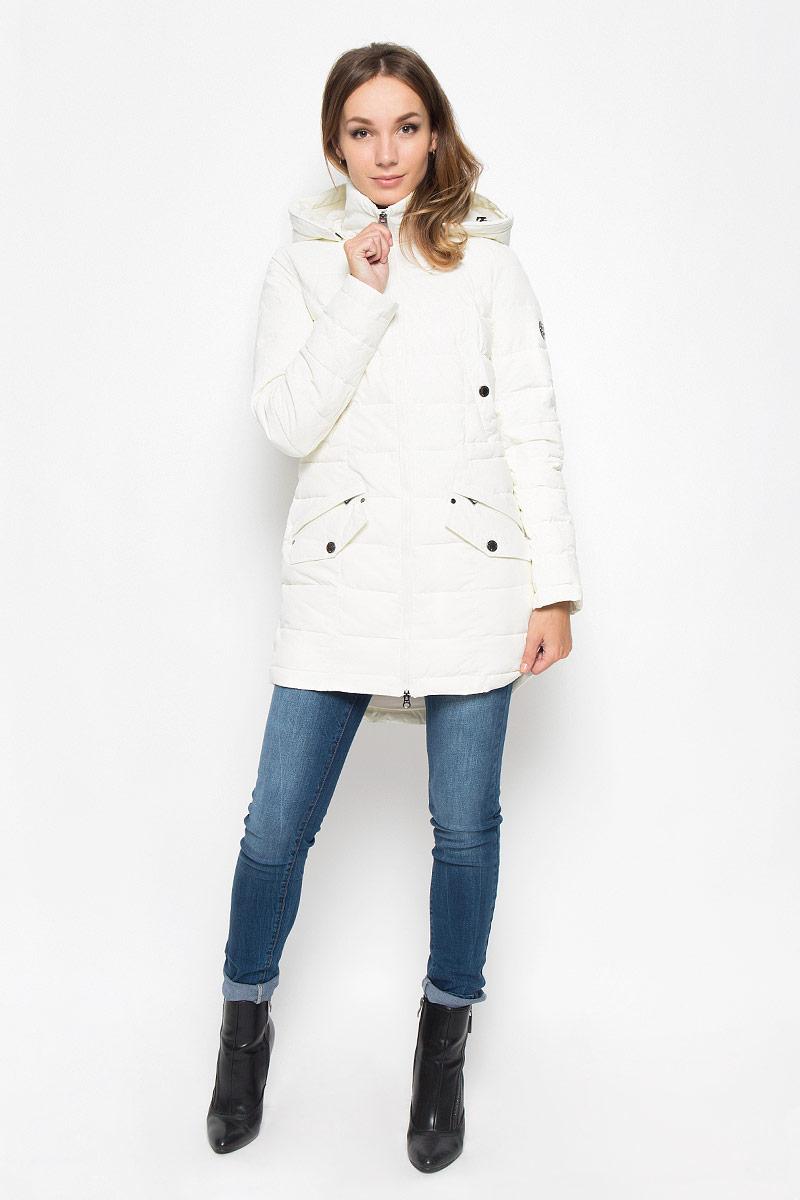 Пальто женское Finn Flare, цвет: молочный. A16-170140_711. Размер L (48)A16-170140_711Удобное женское пальто Finn Flare согреет вас в холодную погоду и позволит выделиться из толпы. Модель с длинными рукавами и воротником-стойкой выполнена из прочного материала, застегивается на молнию спереди. Пальто имеет съемный капюшон на кнопках, объем которого регулируется при помощи шнурка-кулиски со стопперами. Изделие дополнено двумя втачными карманами на застежках-кнопках и двумя втачными карманами на застежках-молниях, декорированных клапанами на кнопках. На талии пальто дополнено скрытым шнурком-кулиской. Наполнитель из синтепона надежно сохранит тепло, благодаря чему такое пальто защитит вас от ветра и холода. Это модное и в то же время комфортное пальто - отличный вариант для прогулок, оно подчеркнет ваш изысканный вкус и поможет создать неповторимый образ.