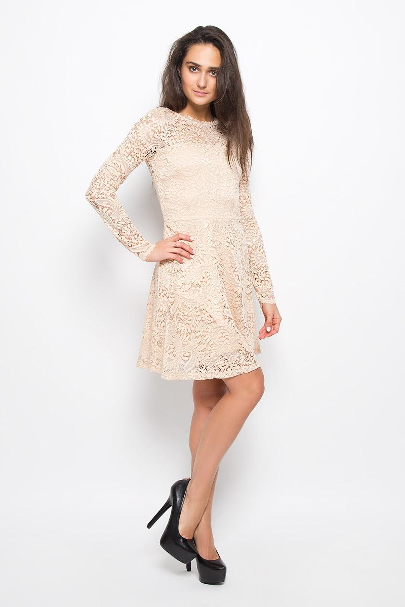 Платье Vero Moda, цвет: бежевый. 10160867. Размер M (44)10160867_Ivory CreamЭлегантное платье Vero Moda выполнено из высококачественного материала. Такое платье обеспечит вам комфорт и удобство при носке и непременно вызовет восхищение у окружающих. Модель средней длины с длинными стандартными рукавами и круглым вырезом горловины отлично подчеркнет все достоинства вашей фигуры. Верхняя ткань изделия выполнена из мягкого и тянущегося гипюра, спинка оформлена небольшим вырезом.Это модное и комфортное платье станет превосходным дополнением к вашему гардеробу, оно подарит вам удобство и поможет подчеркнуть ваш вкус и неповторимый стиль.
