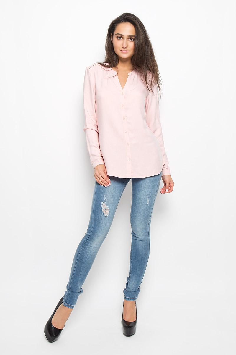 Блузка женская Sela Casual, цвет: пепельно-розовый. B-112/120-6373. Размер S (44)B-112/120-6373Очаровательная женская блуза Sela Casual, выполненная из вискозы, подчеркнет ваш уникальный стиль и поможет создать оригинальный женственный образ.Блузка свободного кроя с круглым вырезом горловины и длинными рукавами застегивается на пуговицы. На манжетах предусмотрены застежки-пуговицы. На плечах и на спинке модель дополнена вставками из кружева.Такая блузка послужит замечательным дополнением к вашему гардеробу.