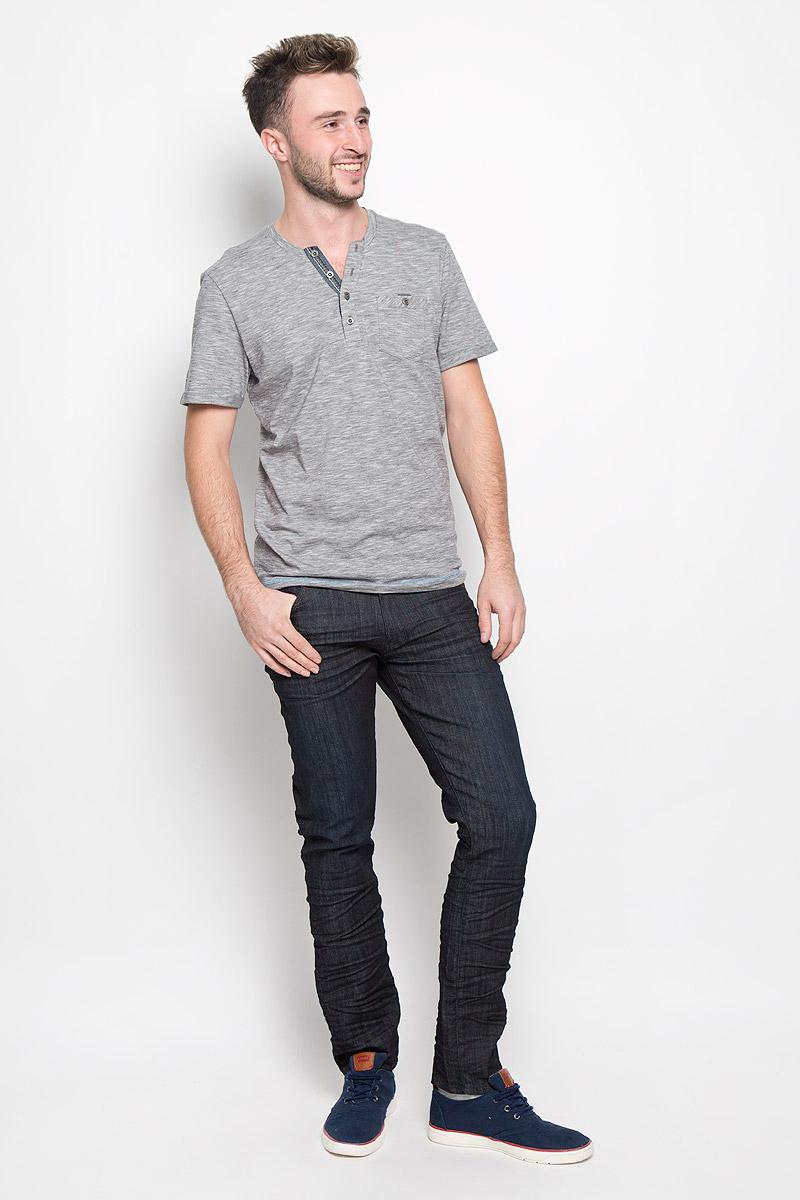 Джинсы мужские Wrangler Larston, цвет: темно-синий. W18SBY78U. Размер 31-32 (46/48-32)W18SBY78UСтильные мужские джинсы Wrangler Larston станут отличным дополнением к вашему гардеробу. Модель изготовлена из хлопка с добавлением полиэстера и эластана. Джинсы-слим со стандартной посадкой застегиваются на пуговицу в поясе и ширинку на застежке-молнии. На поясе предусмотрены шлевки для ремня. Спереди модель оформлена двумя втачными карманами, внутри одного из которых расположен потайной накладной кармашек, и одним маленьким накладным кармашком, а сзади - двумя накладными карманами.Эти модные и в тоже время комфортные джинсы послужат отличным дополнением к вашему гардеробу.