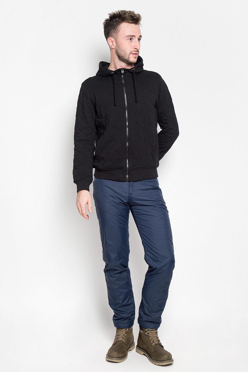 Брюки утепленные мужские Finn Flare, цвет: темно-синий. A16-22017_101. Размер M (48)A16-22017_101Стильные утепленные мужские брюки Finn Flare великолепно подойдут для повседневной носки в прохладное время года и помогут вам создать незабываемый современный образ. Модель прямого кроя и стандартной посадки изготовлены из прочного нейлона и имеет подкладку из полиэстера, благодаря чему надежно защищает от ветра и влаги, а теплый наполнитель из синтепона не даст вам замерзнуть. Брюки застегиваются на ширинку на застежке-молнии, а также пуговицу в поясе. На поясе расположены шлевки для ремня. Модель оформлена двумя открытыми втачными карманами и двумя втачными карманами на кнопках сзади.Эти модные и в то же время удобные утепленные брюки станут великолепным дополнением к вашему гардеробу. В них вы всегда будете чувствовать себя уверенно и комфортно.