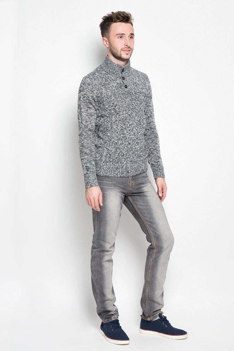 Свитер мужской Baon, цвет: серый. B636547. Размер L (50)B636547Вязаный мужской свитер Baon идеально подойдет для повседневной носки. Благодаря содержанию шерсти составе, изделие хорошо сохраняет тепло. Модель не стесняет движений, обеспечивая комфорт при носке.Свитер с воротником-стойкой и длинными рукавами застегивается сверху на пуговицы. Вороник, манжеты и низ изделия связаны резинкой. Модель оформлена вязаным узором. Дизайн и расцветка делают этот свитер стильным предметом мужской одежды. Он подарит вам тепло, уют и комфорт!