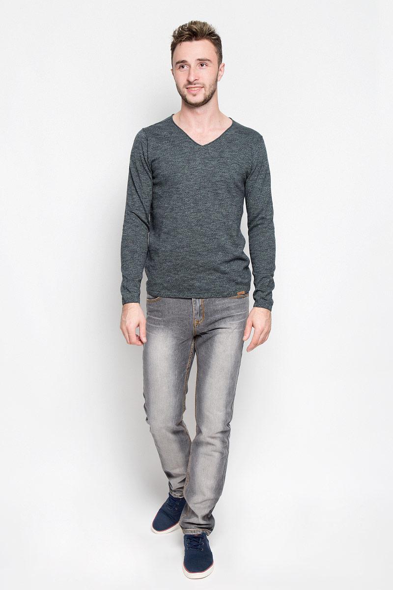 Пуловер мужской Tom Tailor, цвет: темно-зеленый, темно-синий. 3021396.00.10_7718. Размер S (46)3021396.00.10_7718Мужской пуловер Tom Tailor, выполненный из натурального хлопка, станет стильным дополнением к вашему образу. Изделие очень мягкое и приятное на ощупь, не сковывает движения, позволяет коже дышать. Модель с длинными рукавами имеет V-образный вырез горловины, оформленный окантовкой с закручивающимся краем. Края рукавов и низ изделия связаны эластичными резинками. Модель украшена фирменной нашивкой.Современный дизайн и расцветка делают этот пуловер модным предметом мужской одежды. В нем вы всегда будете чувствовать себя комфортно!