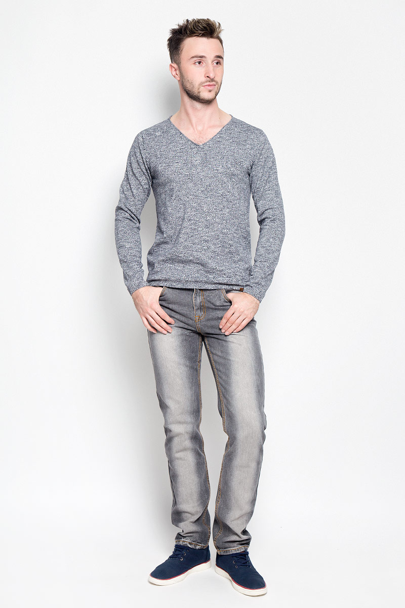 Пуловер мужской Tom Tailor, цвет: темно-синий, белый. 3021396.00.10_6800. Размер M (48)3021396.00.10_6800Мужской пуловер Tom Tailor, выполненный из натурального хлопка, станет стильным дополнением к вашему образу. Изделие очень мягкое и приятное на ощупь, не сковывает движения, позволяет коже дышать. Модель с длинными рукавами имеет V-образный вырез горловины, оформленный окантовкой с закручивающимся краем. Края рукавов и низ изделия связаны эластичными резинками. Модель украшена фирменной нашивкой.Современный дизайн и расцветка делают этот пуловер модным предметом мужской одежды. В нем вы всегда будете чувствовать себя комфортно!