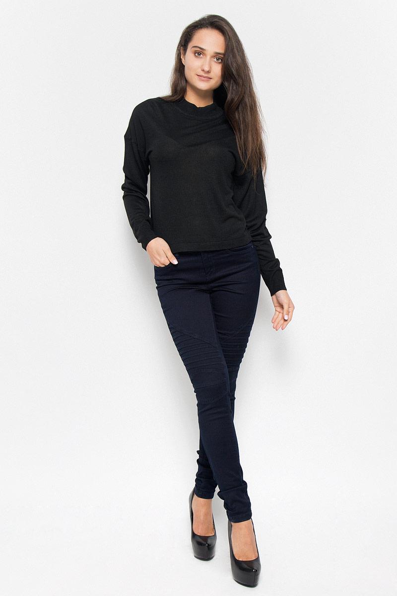 Джемпер женский Vero Moda Noisy May, цвет: черный. 10145560. Размер XS (40)10145560_BlackСтильный женский джемпер Vero Moda Noisy May, выполненный из тонкого трикотажа, необычайно мягкий и приятный на ощупь, не сковывает движения, обеспечивая наибольший комфорт.Изделие с воротником-стойкой и длинными рукавами-кимоно идеально будет сочетаться как брюками, так и юбкой.Мягкий и уютный джемпер станет любимым элементом вашего гардероба.