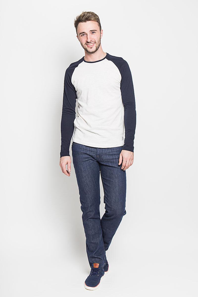 Джинсы мужские Selected Homme, цвет: синий. 16052928. Размер 31-32 (46-32)16052928_Medium Blue DenimМодные мужские джинсы Selected Homme - это джинсы высочайшего качества, которые прекрасно сидят. Они выполнены из высококачественного эластичного хлопка с добавлением полиэстера, что обеспечивает комфорт и удобство при носке. Джинсы прямого кроя и средней посадки станут отличным дополнением к вашему современному образу. Джинсы застегиваются на пуговицу в поясе и ширинку на молнии, дополнены шлевками для ремня. Джинсы имеют классический пятикарманный крой: спереди модель дополнена двумя втачными карманами и одним маленьким накладным кармашком, а сзади - двумя накладными карманами.Эти модные и в то же время комфортные джинсы послужат отличным дополнением к вашему гардеробу.